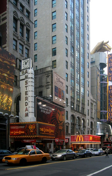 De musical The Lion King in het New Amsterdam Theatre in New York, 2003