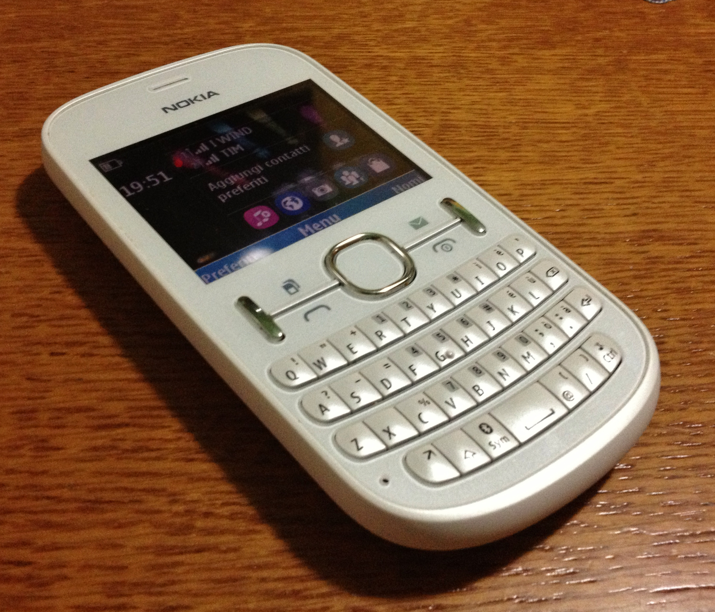 File:Nokia Asha 200 white.JPG - Wikimedia Commons