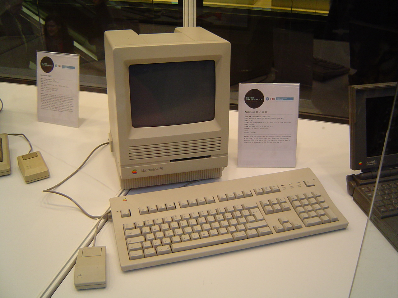 File:Old computer 1.jpg - Wikimedia Commons