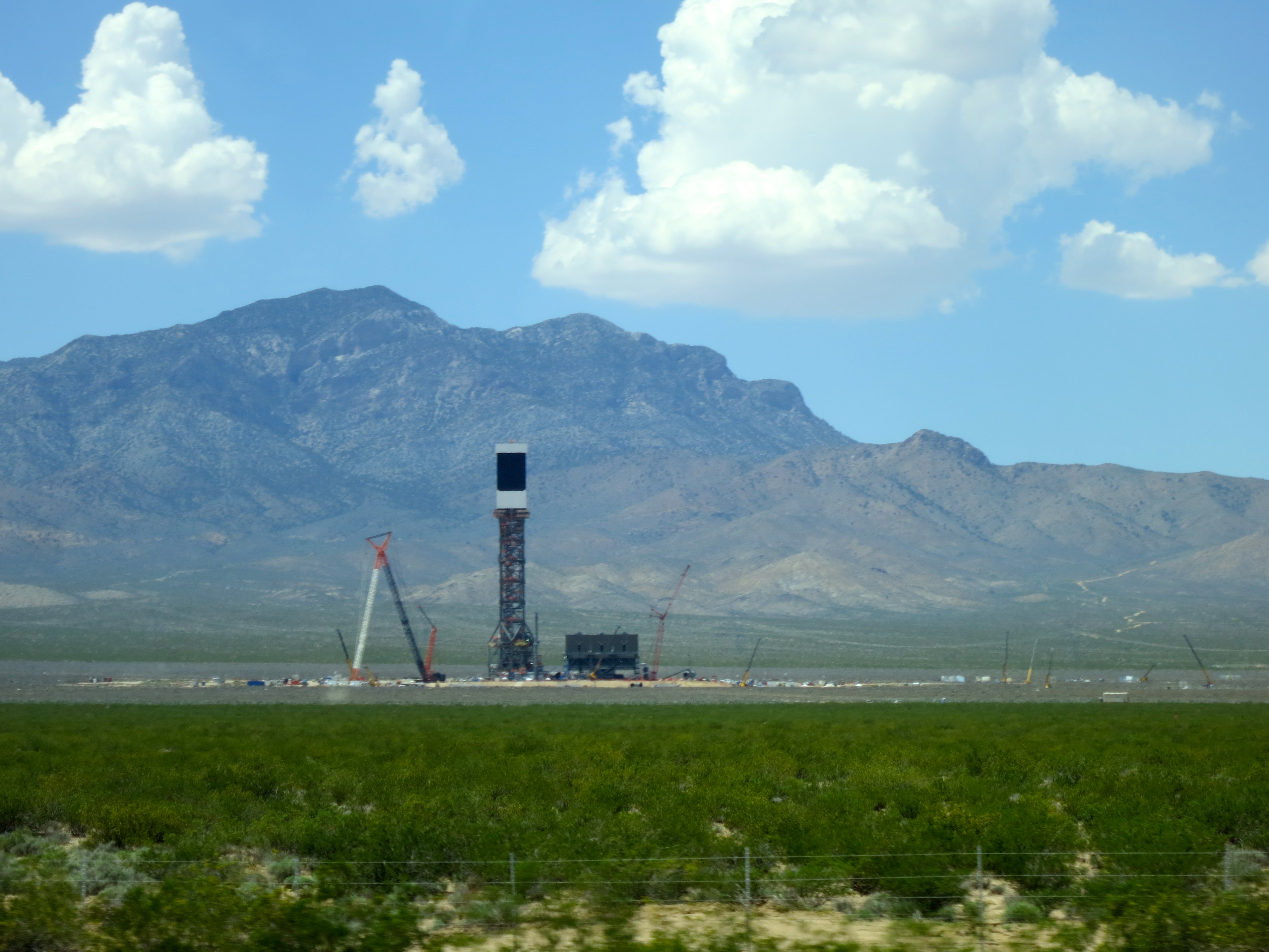 Fileone Of The Three Towers Ivanpah Solar Power Facility Electricity Generation System