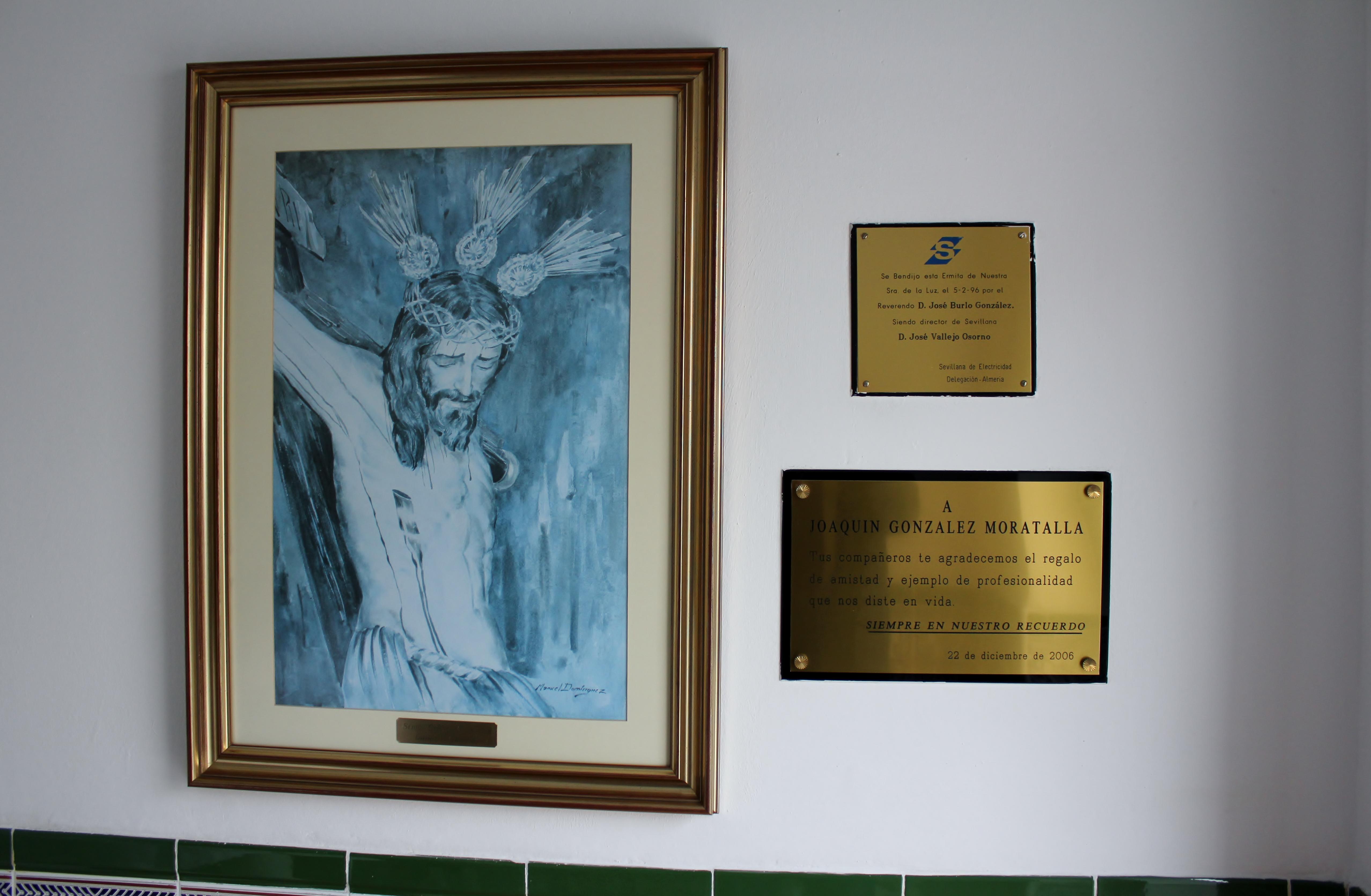File pared derecha con placas y cuadro del sant simo cristo de la luz de dal as jpg wikimedia - Cuadro para pared ...