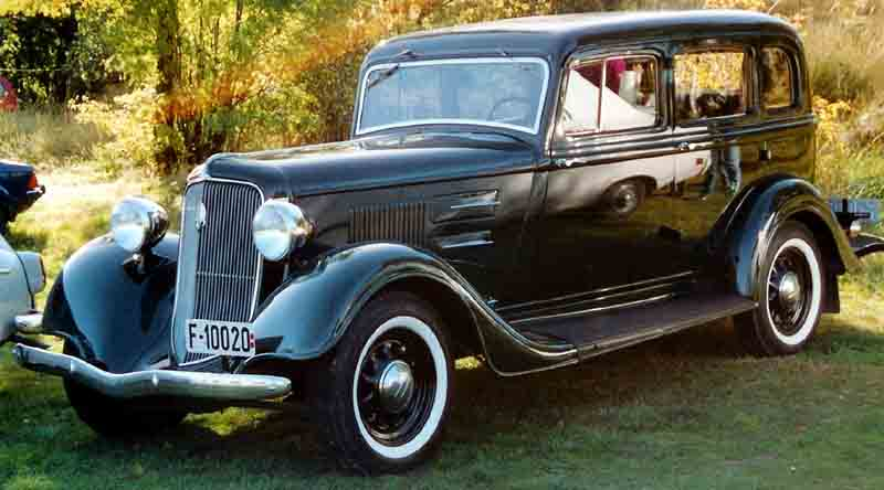 File plymouth 4 door sedan 193x wikimedia commons for 1934 plymouth 2 door sedan