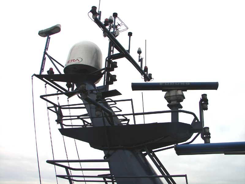 File:Radar mast Abeille Bourbon.jpg - Wikimedia Commons