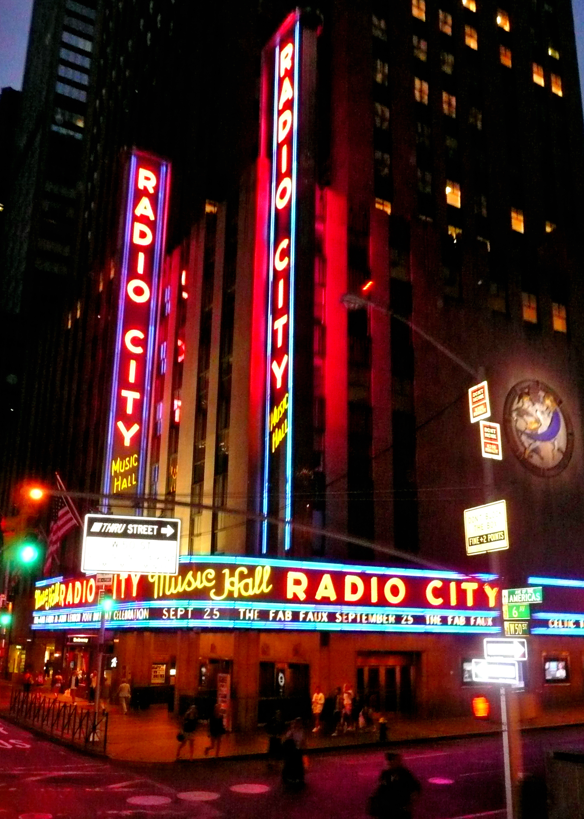 the history of the radio city music hall Image of radio city music hall designed by edward durell stone in 1932.