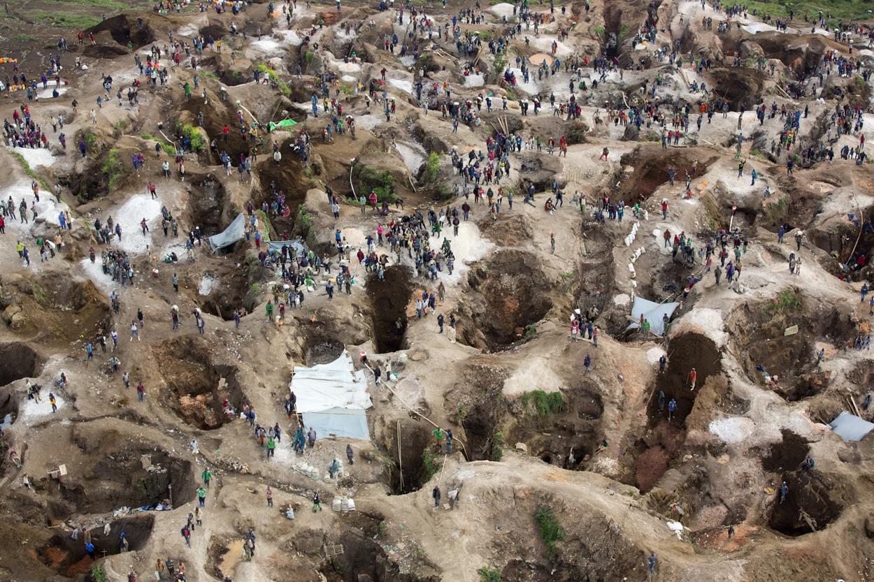 File:SRSG visits coltan mine in Rubaya (13406579753).jpg - Wikimedia Commons
