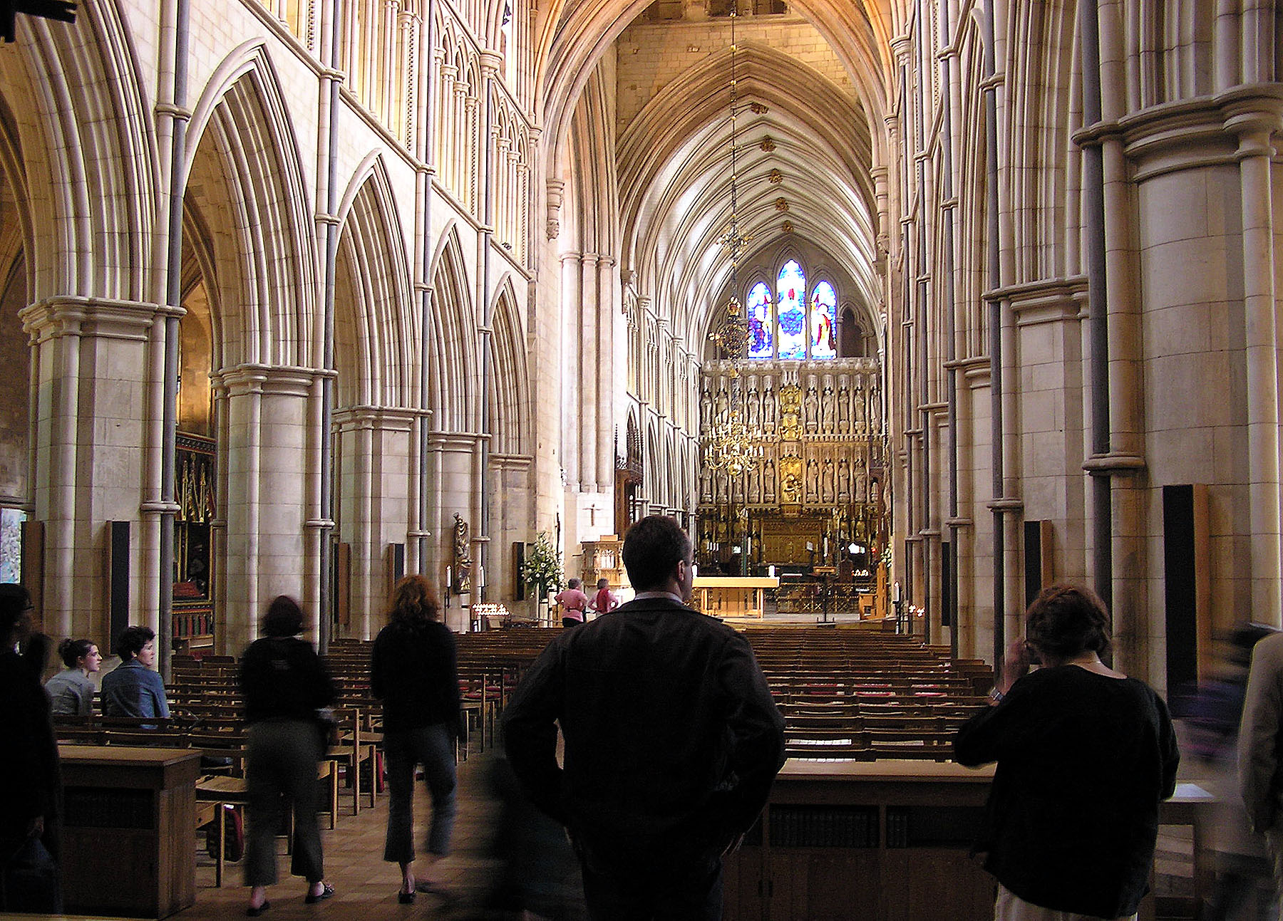 Southwark.cathedral.nave.london.arp.jpg