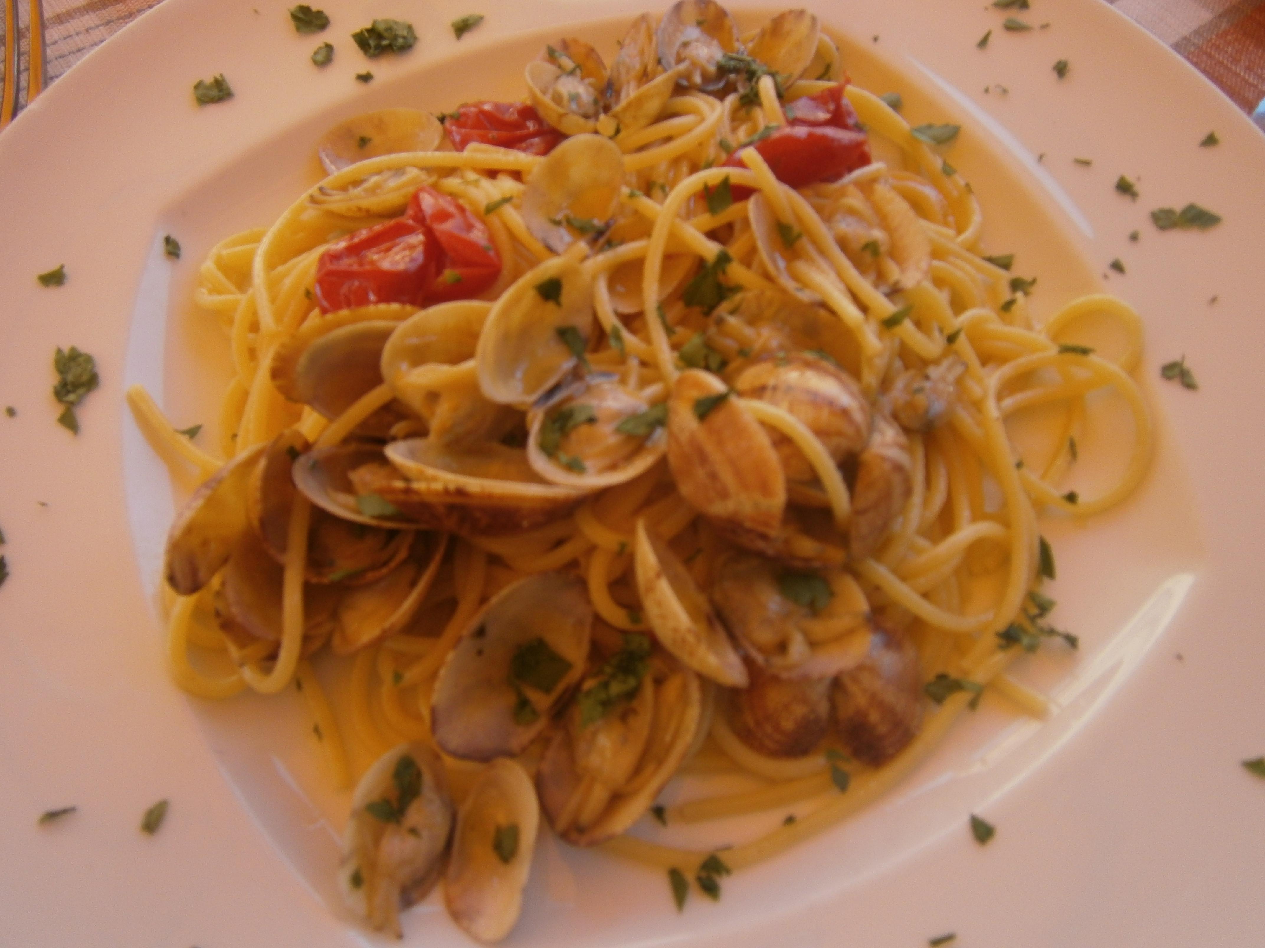 Description Spaghetti alle vongole napolitano.JPG