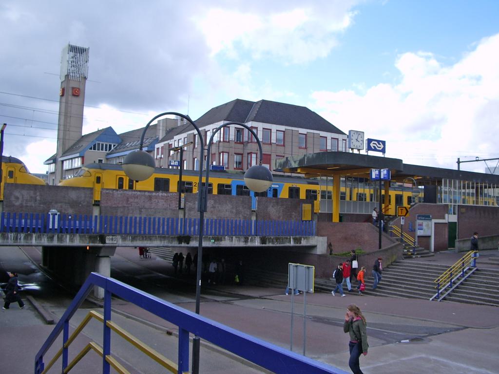 Station_Houten,_oostzijde.jpg
