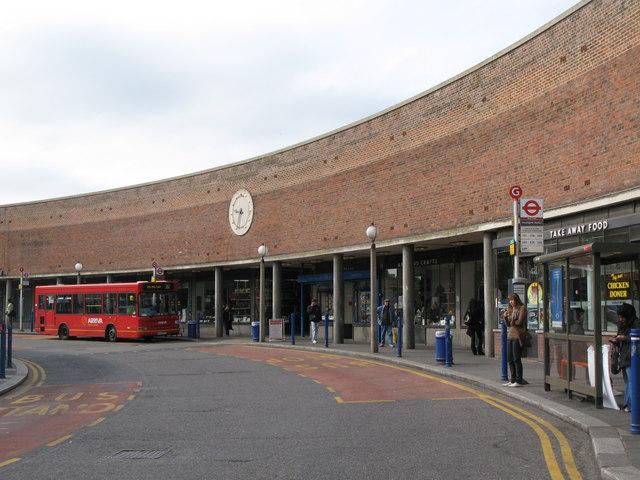 Station Parade, Southgate - geograph.org.uk - 1400019
