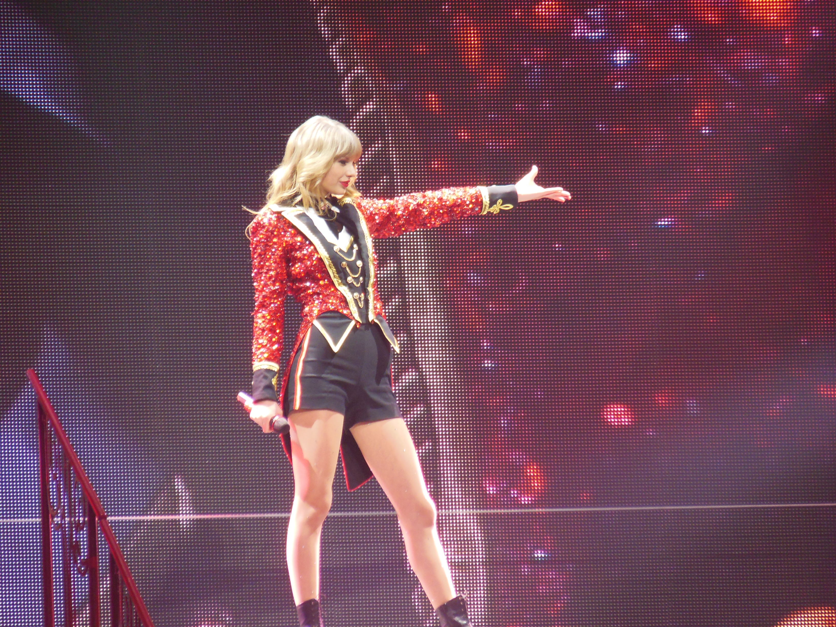 File Taylor Swift Red Tour 8642419792 Jpg Wikimedia Commons
