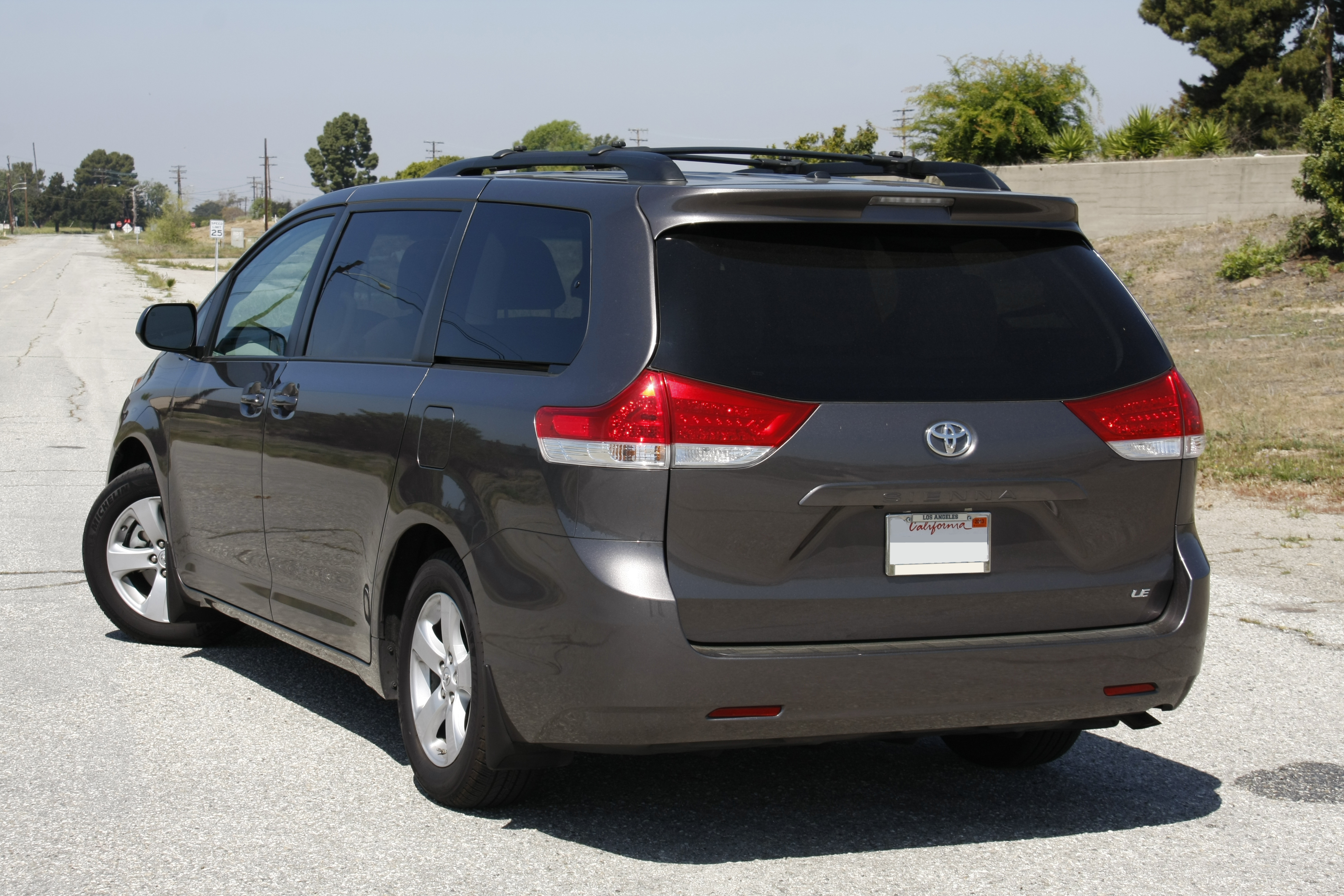 file toyota sienna 2012 jpg wikimedia commons. Black Bedroom Furniture Sets. Home Design Ideas