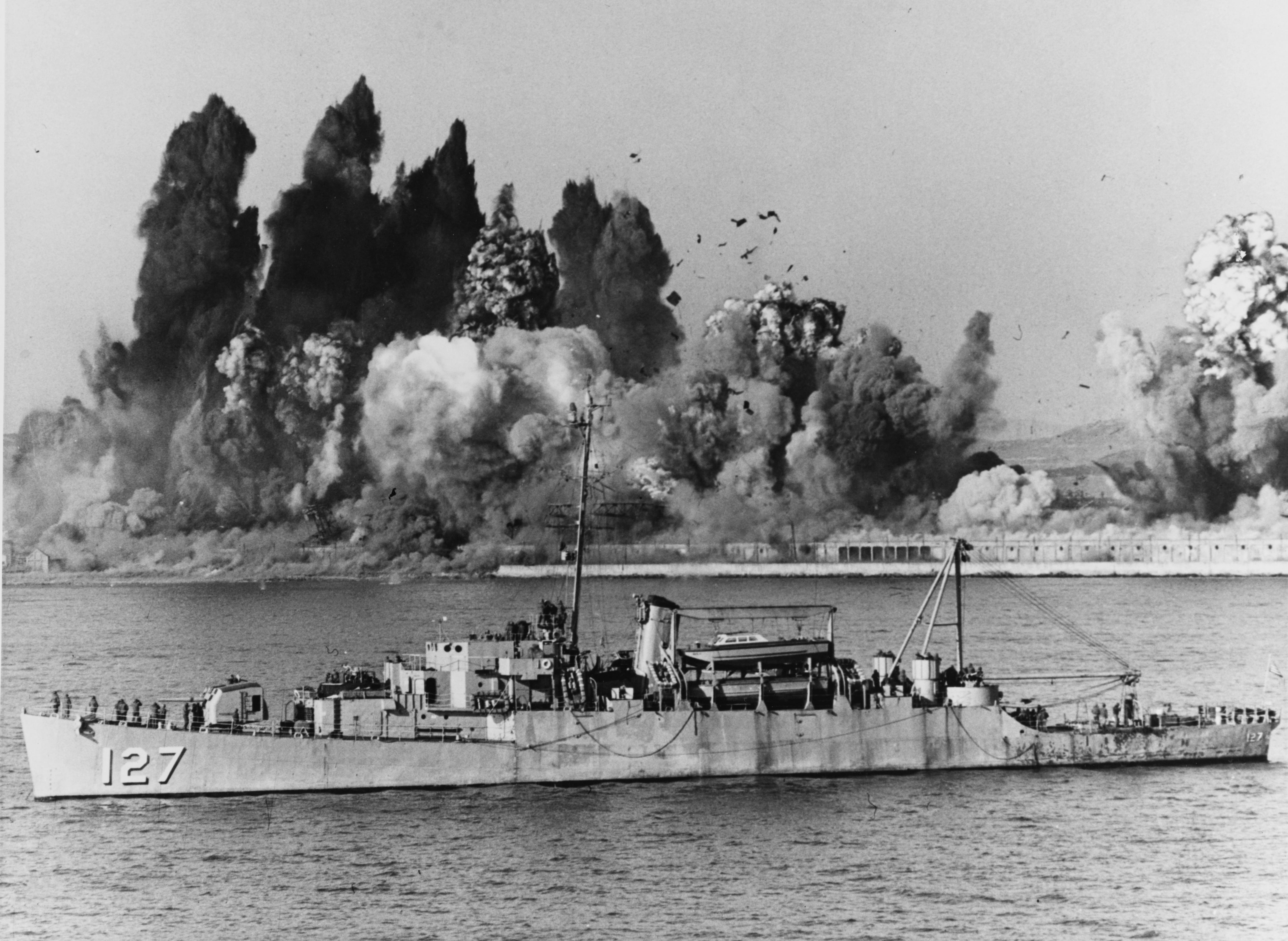 Begor (APD-127) offshore during Evacuation of Hŭngnam, 24 December 1950
