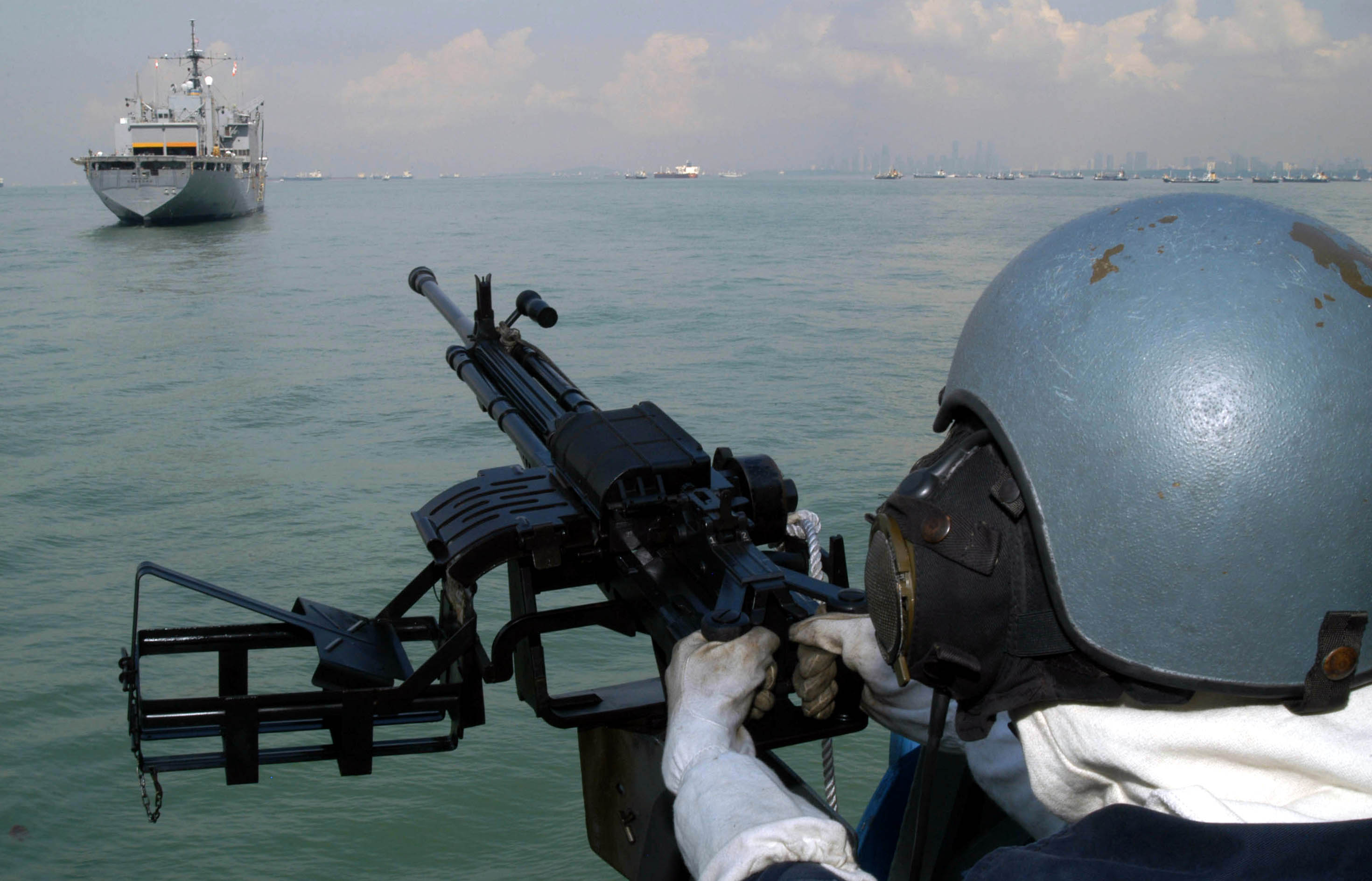 Fileus Navy 040526 N 7906b 107 A Republic Of Singapore Rsn Attached Files Image 3 Jpg File Size 5 Kb Views Gunner Assigned To The Patrol Vessel Rss Resilience Keeps His Sight Trained On