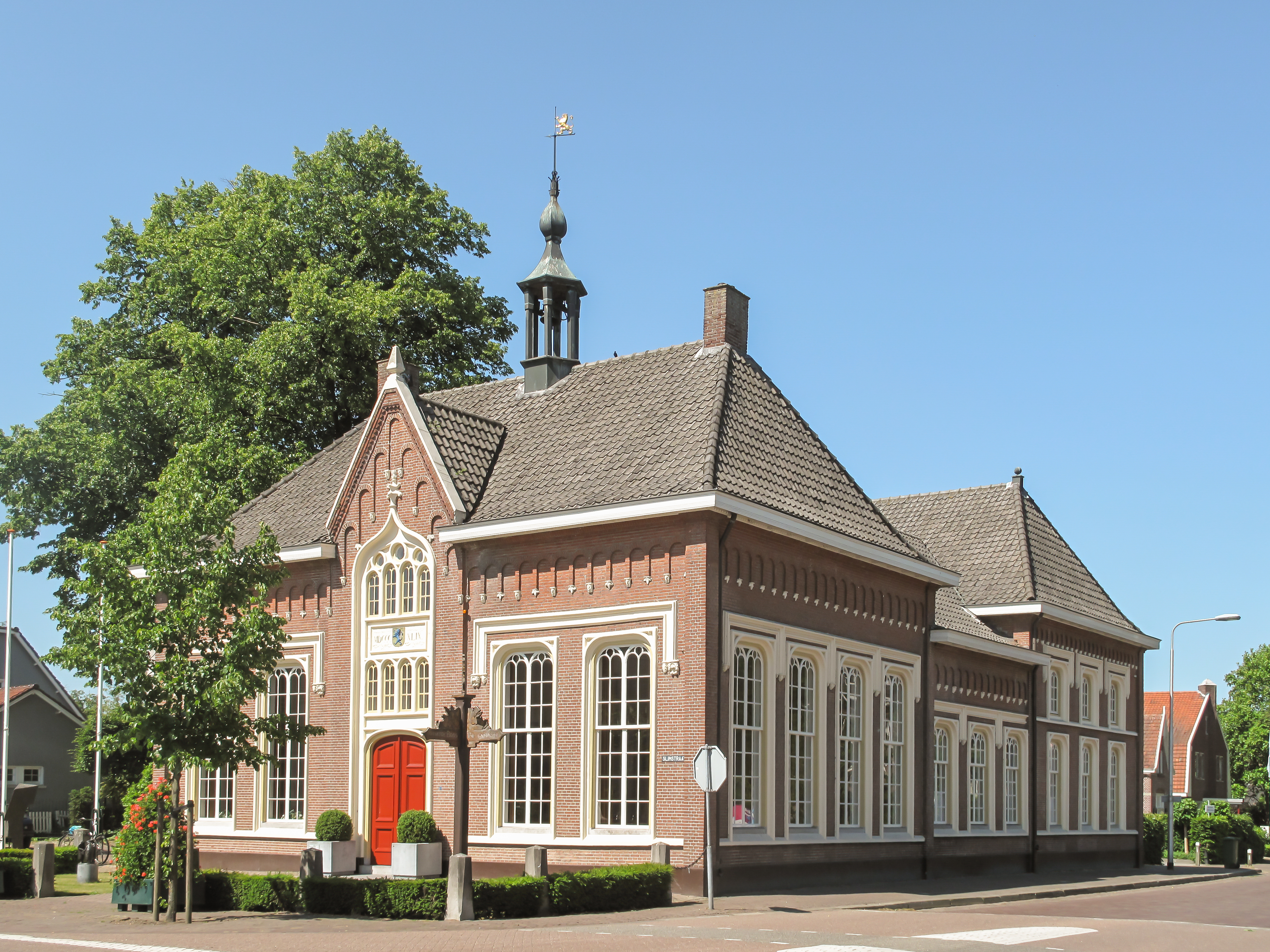 https://upload.wikimedia.org/wikipedia/commons/c/ca/Udenhout%2C_monumentaal_pand_foto4_2011-05-30.JPG