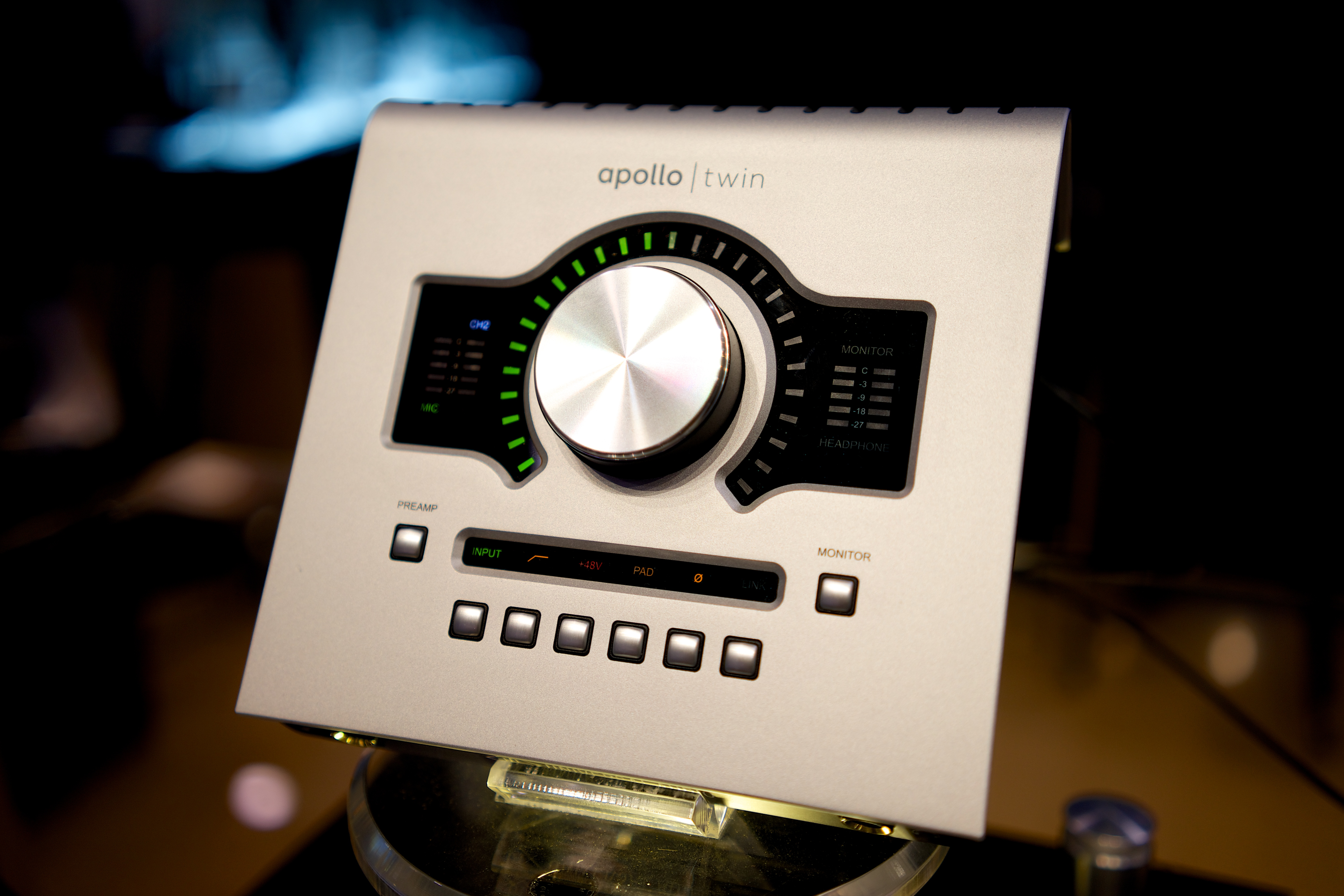 File:Universal Audio Apollo Twin audio interface with Realtime UAD