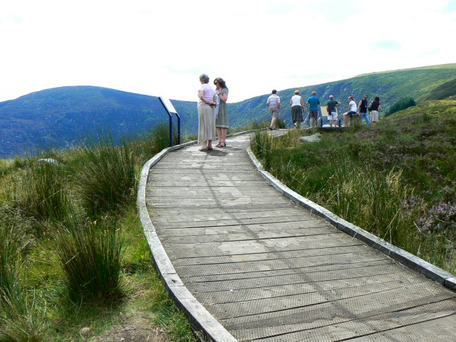 Viewpoint and explanatory boards - geograph.org.uk - 903375