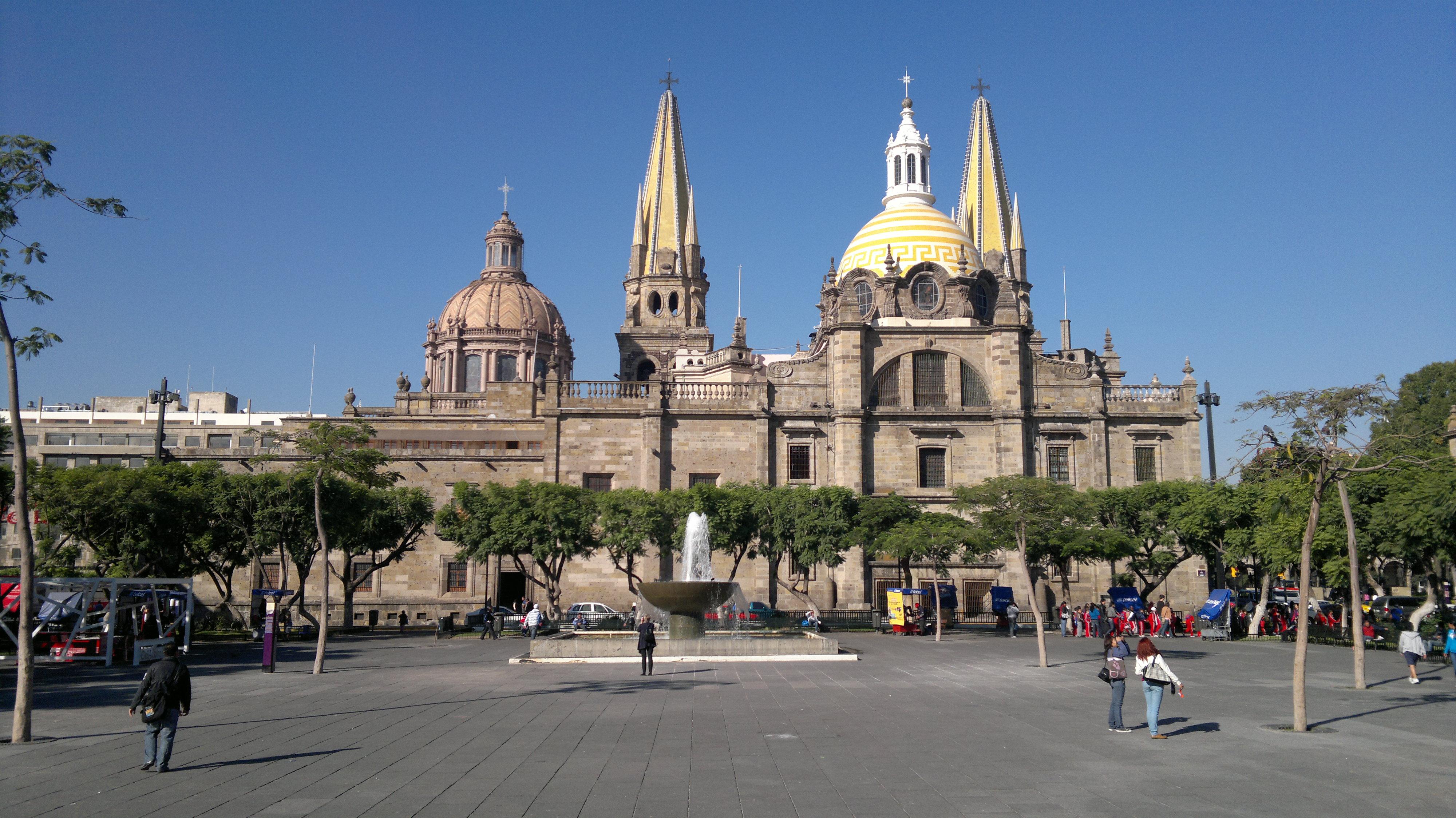 File:Vista posterior de la Catedral de Guadalajara.jpg - Wikimedia ...