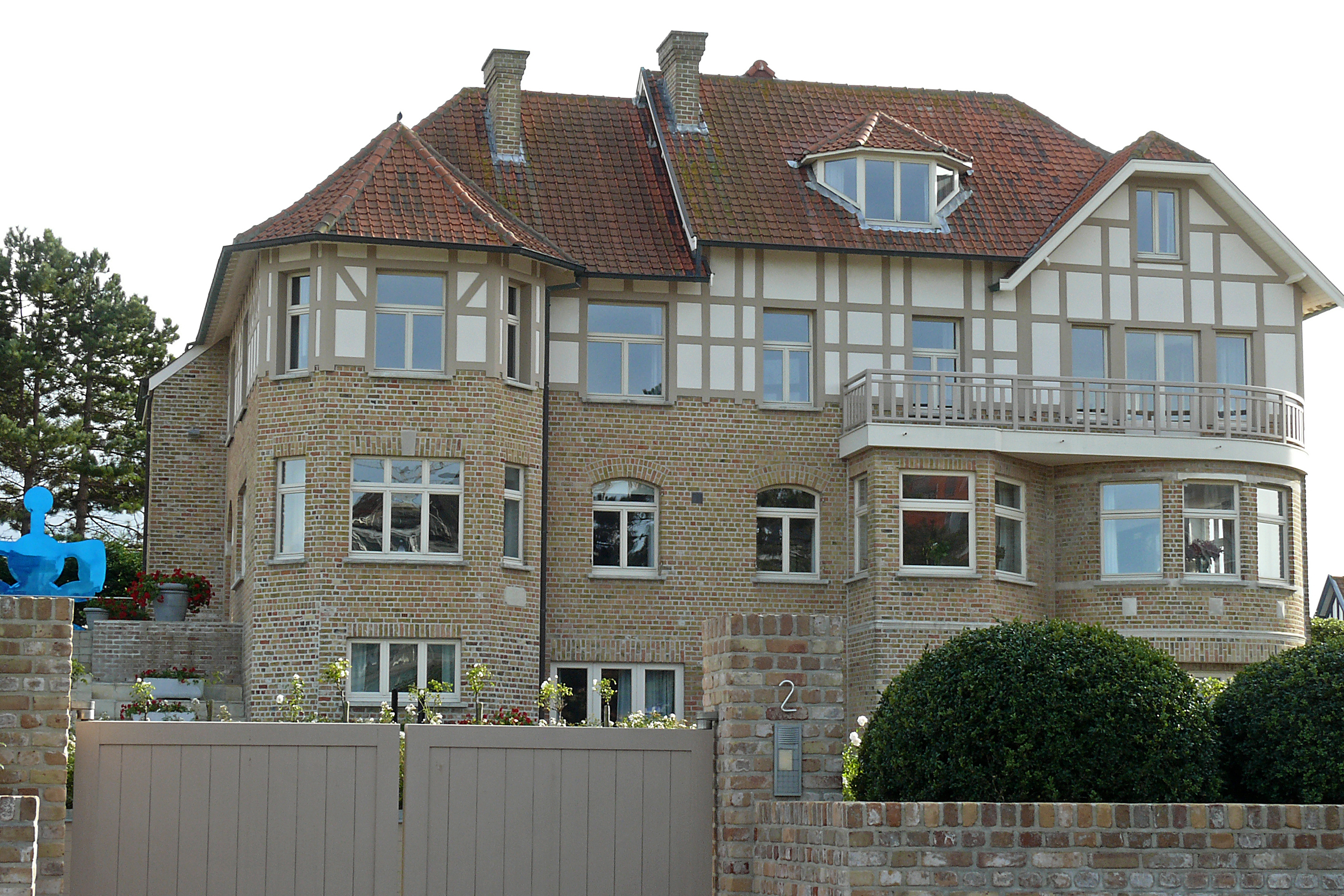 Bestand gay grote villa in cottagestijl prins for Grote villa