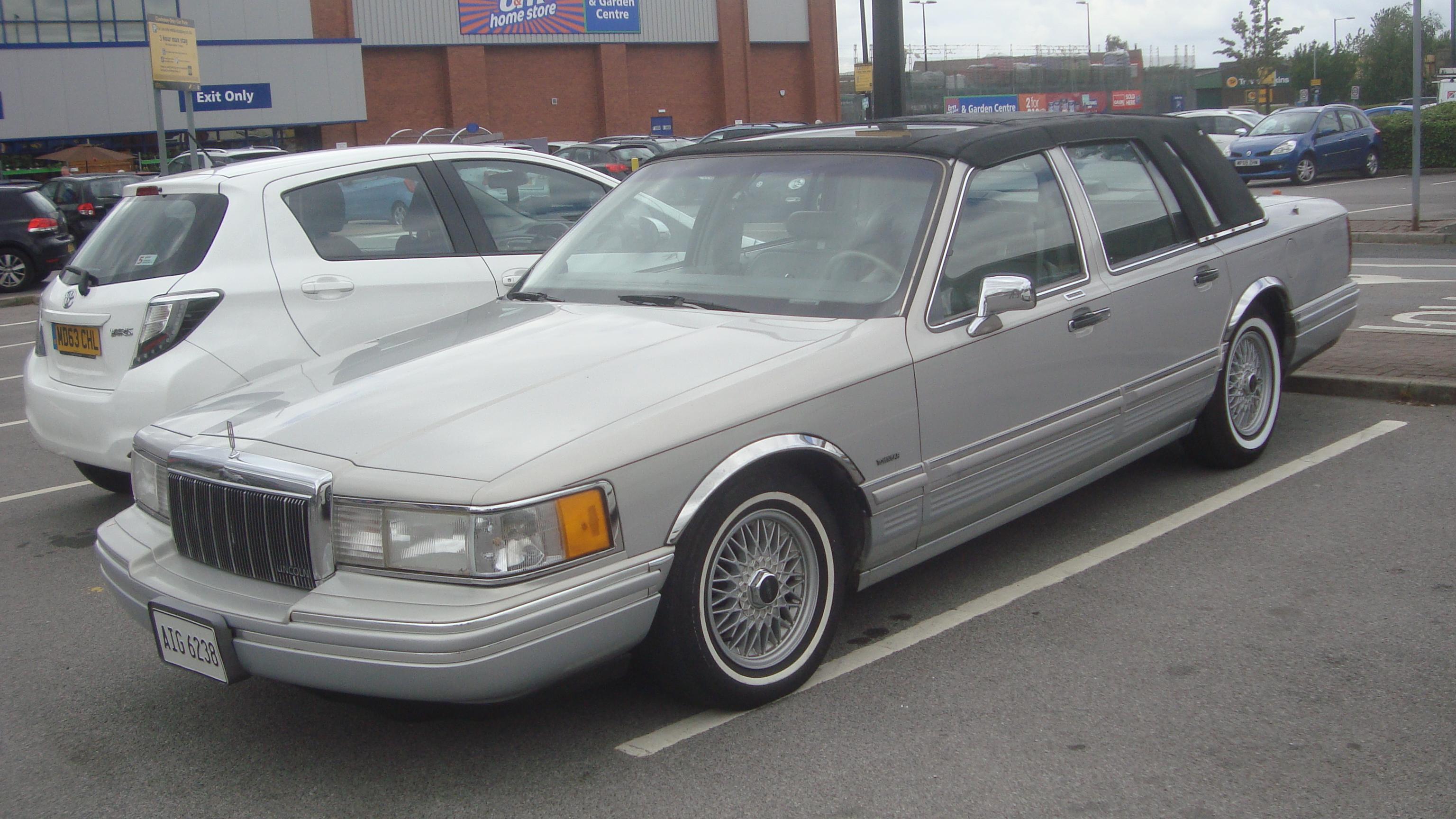 File 1991 Lincoln Town Car 4 6 V8 28178474396 Jpg Wikimedia Commons