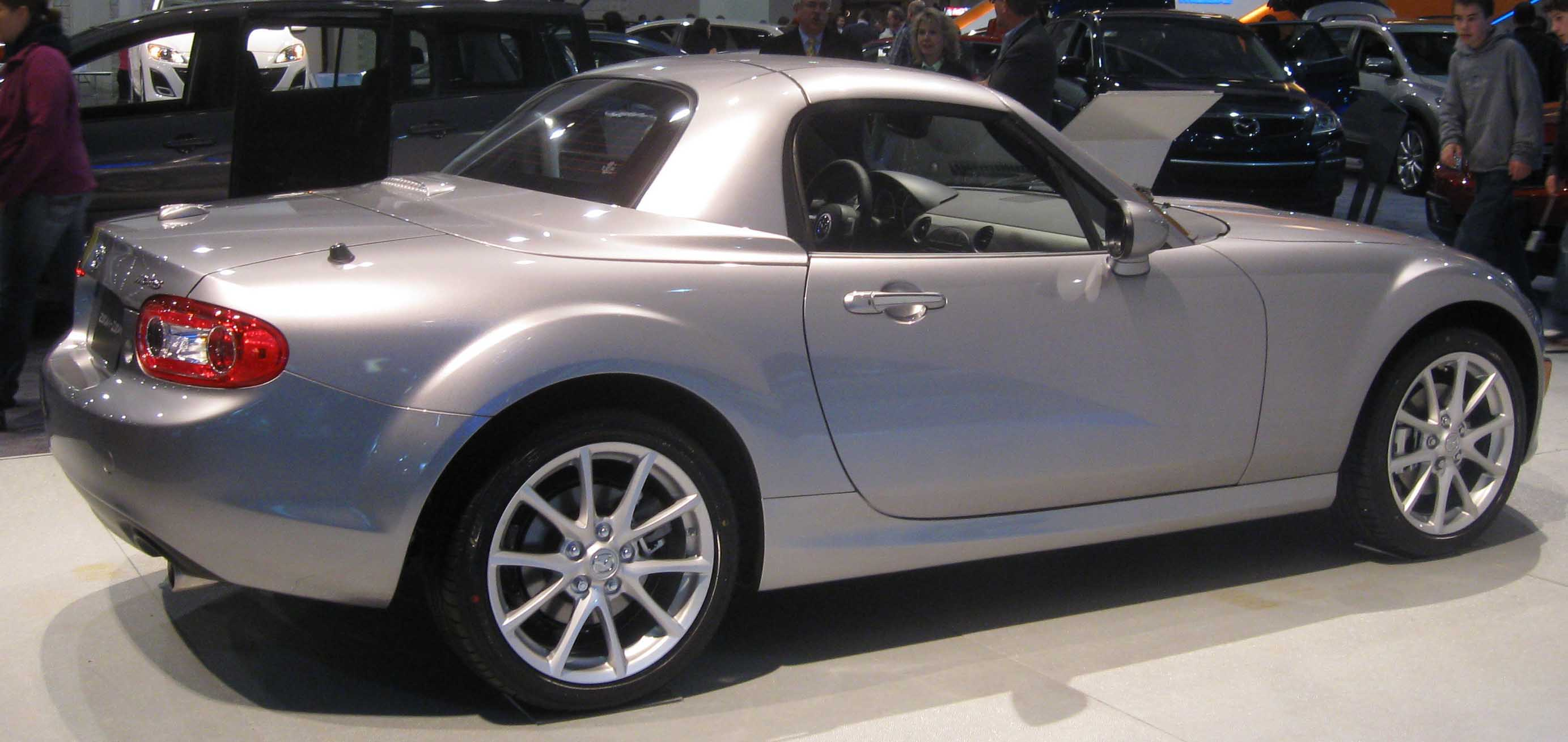 https://upload.wikimedia.org/wikipedia/commons/c/cb/2009_Mazda_MX-5_hardtop--DC.jpg