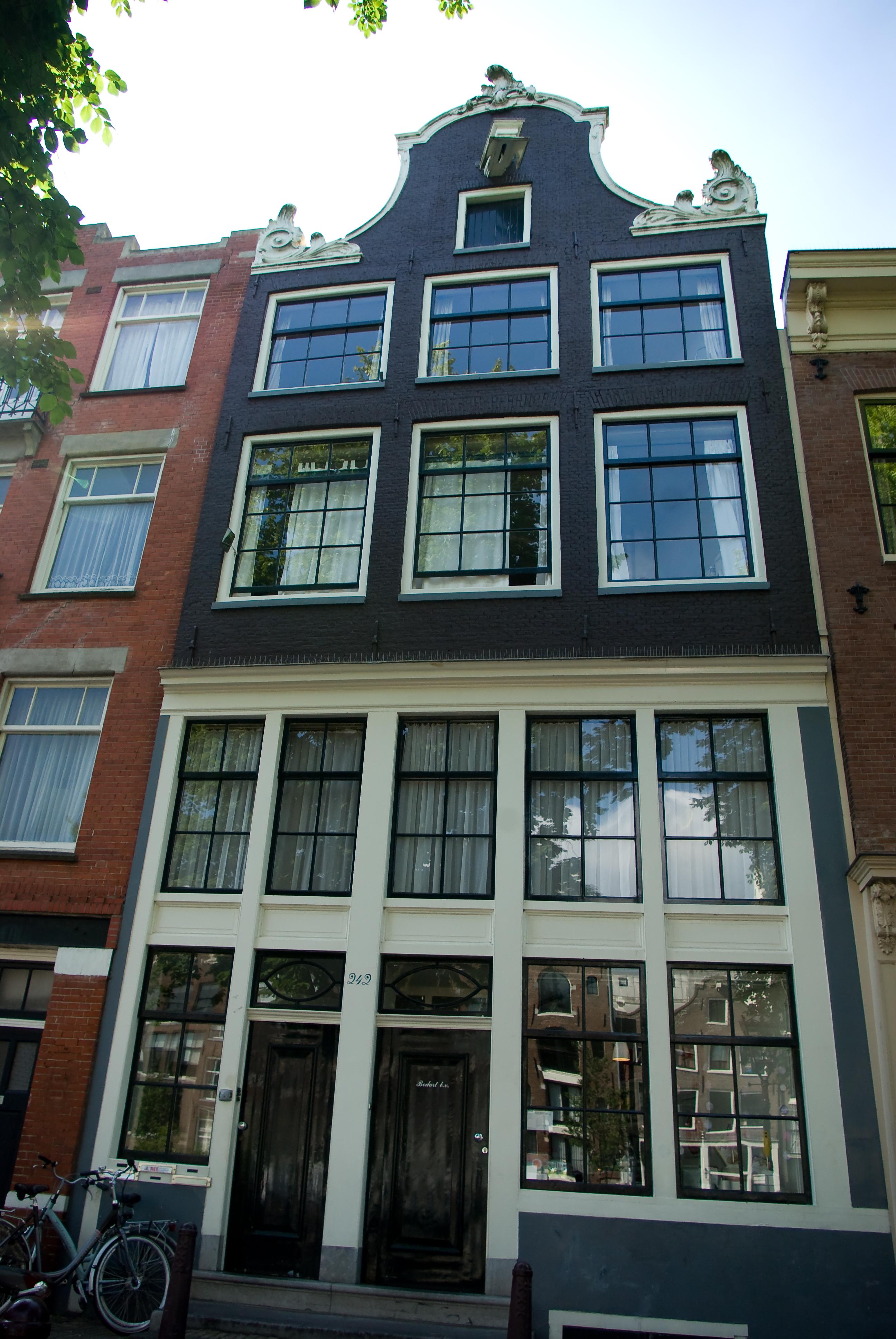 In de oude vorm hersteld huis in amsterdam monument for Deco oude huis