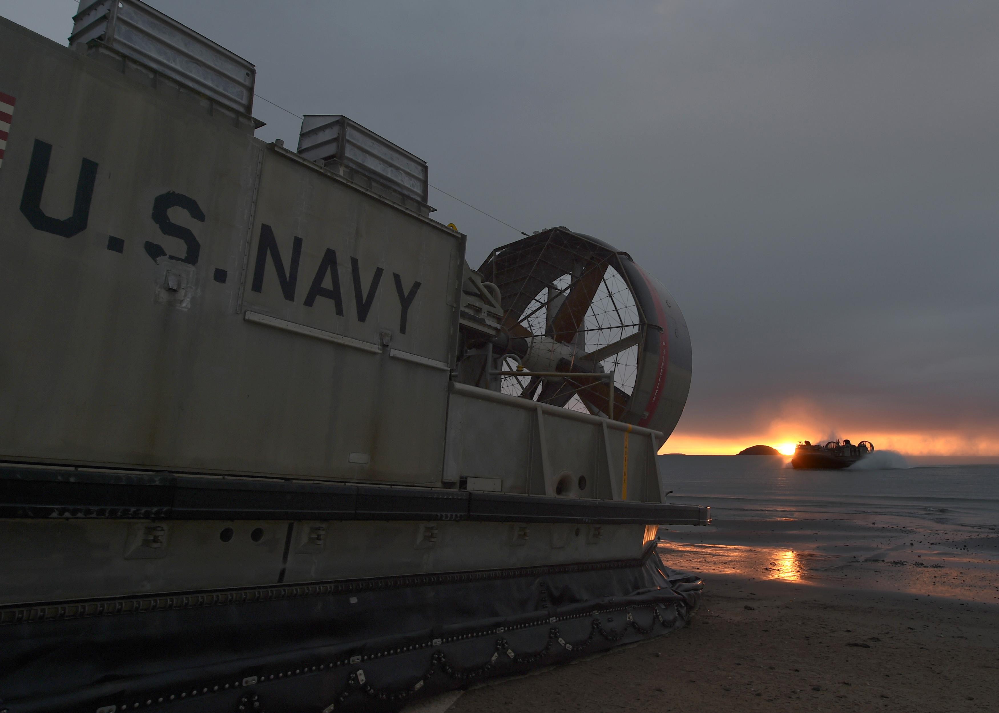 File A Landing Craft Air Cushion Pulls Into The Beach To Drop Off Equipment During Talisman Saber 2017 36005615755 Jpg