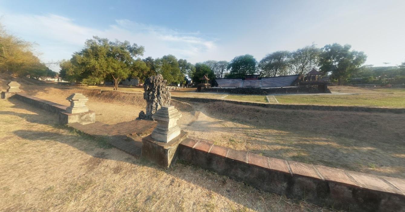 Taman Sari Gua Sunyaragi Bahasa Indonesia