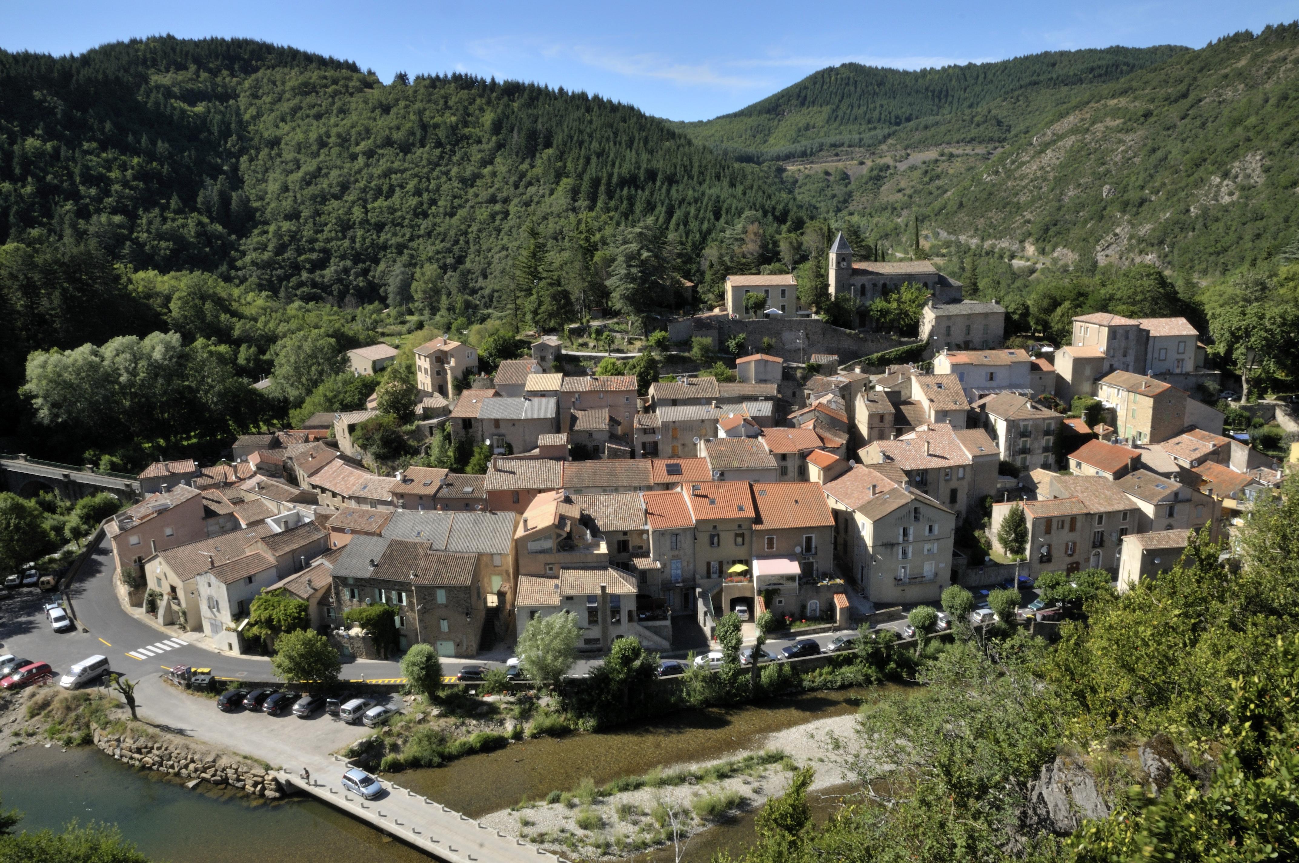 Ngôi làng nhỏ Avène ở nước Pháp