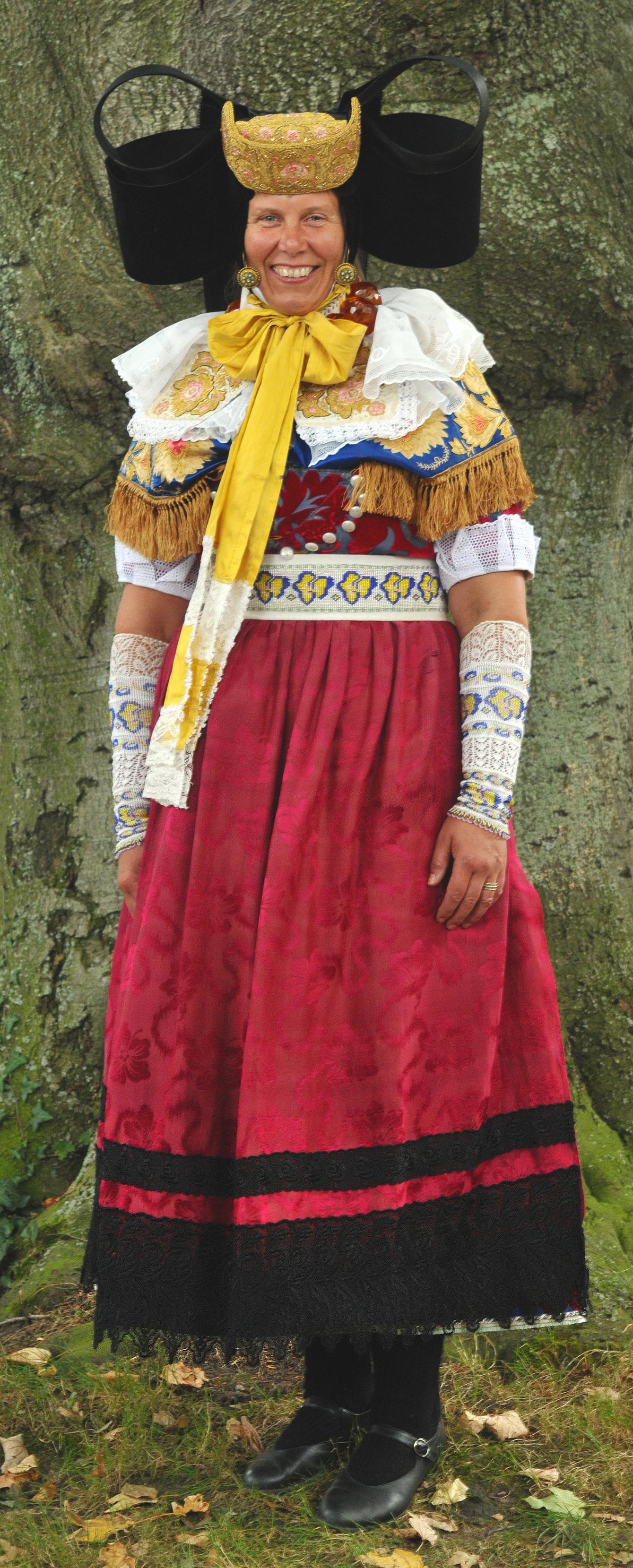 bückeburger – Wikipedia Datei In jpg Kleinenbremen Festtagstracht HeW9bED2YI