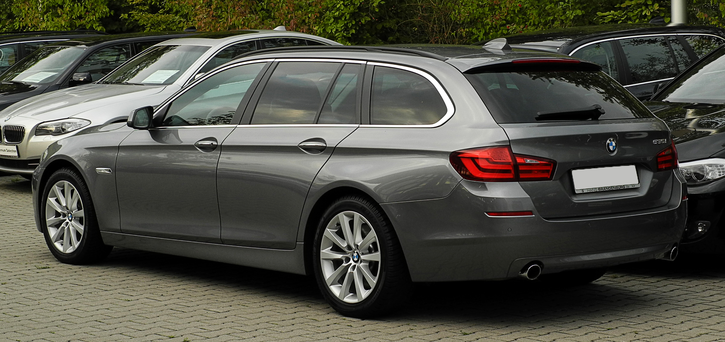 file bmw 535i touring f11 heckansicht 15 august 2011. Black Bedroom Furniture Sets. Home Design Ideas