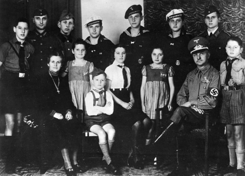 The Situation in the Ukraine. #22 - Page 33 Bundesarchiv_Bild_183-J15063%2C_Familie_mit_12_Kindern