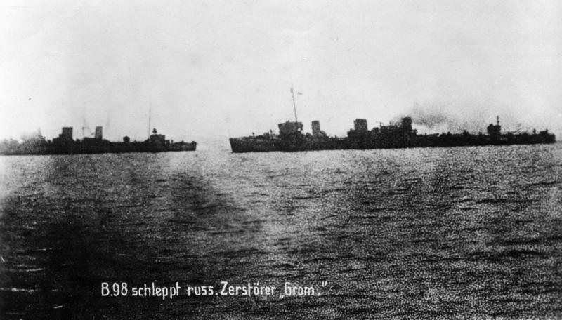 Bundesarchiv_Bild_183-R35850%2C_Torpedoboot_B_98_und_Zerst%C3%B6rer_Grom.jpg