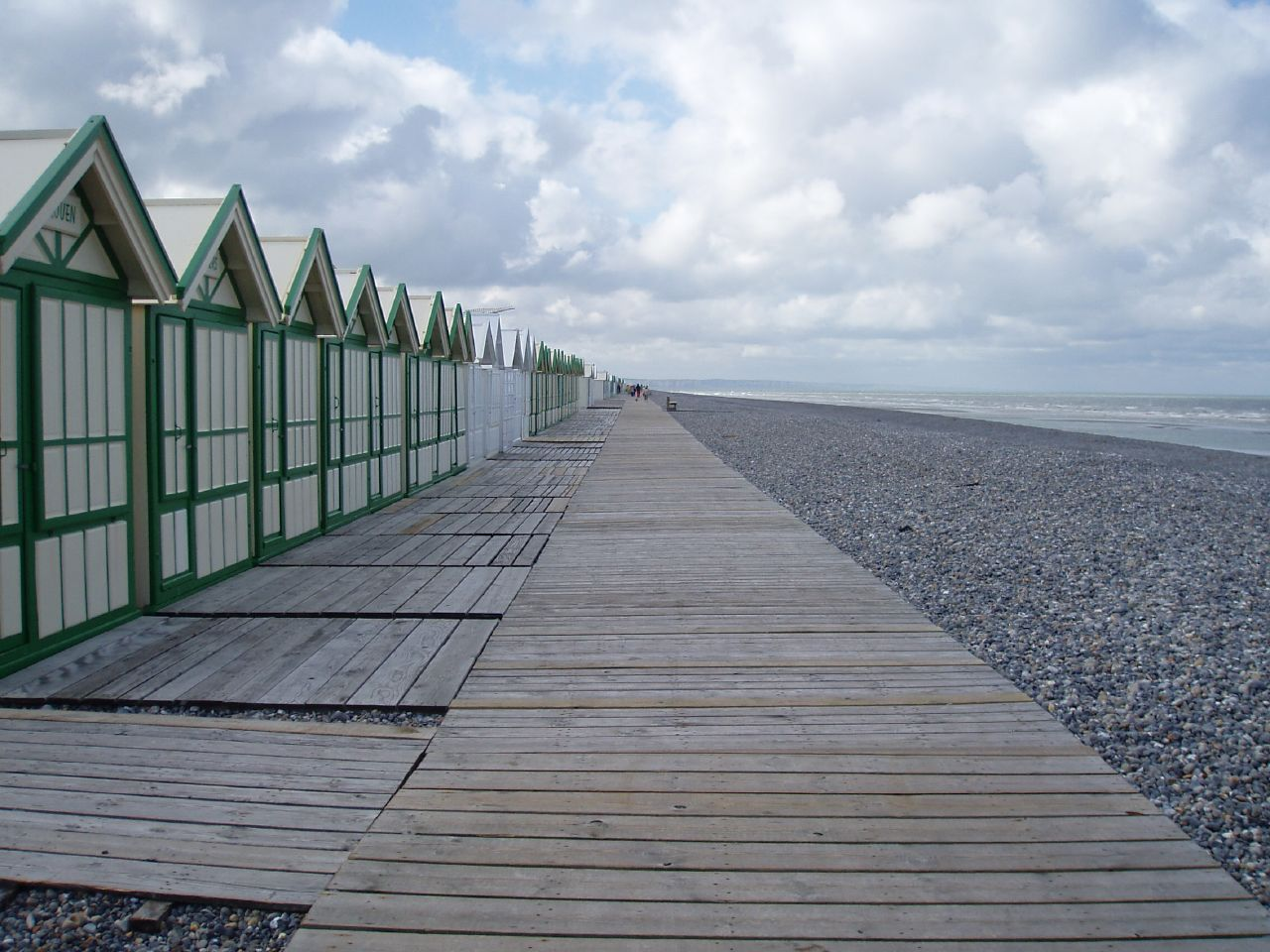 File cayeux sur mer plage et cabines wikimedia commons for Garage cayeux sur mer