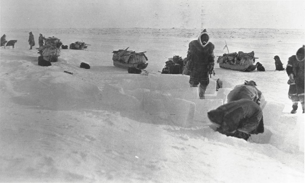 File:Copper Inuit building an igloo (37011) jpg - Wikimedia