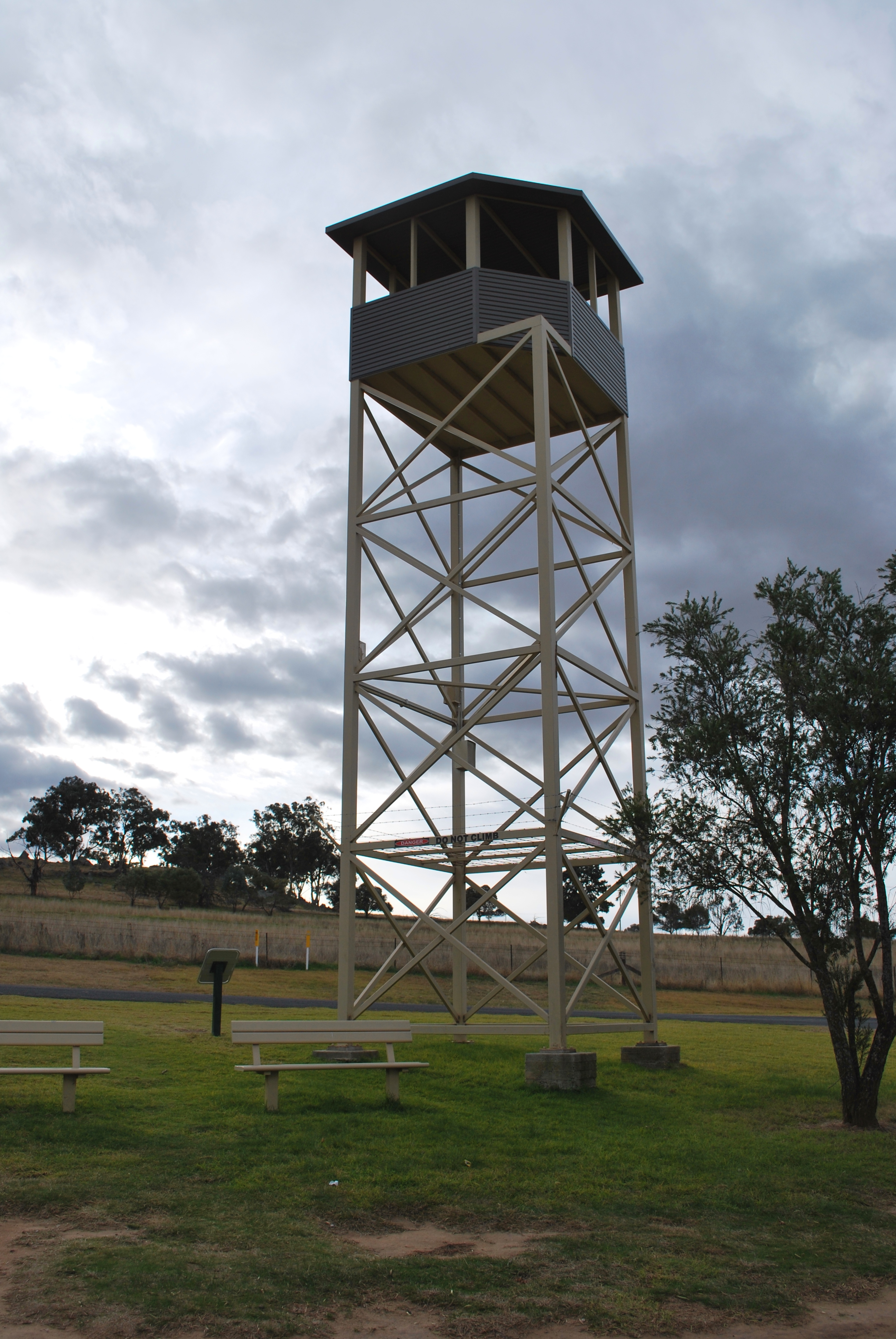 filecowra pow camp lookout towerjpg wikimedia commons