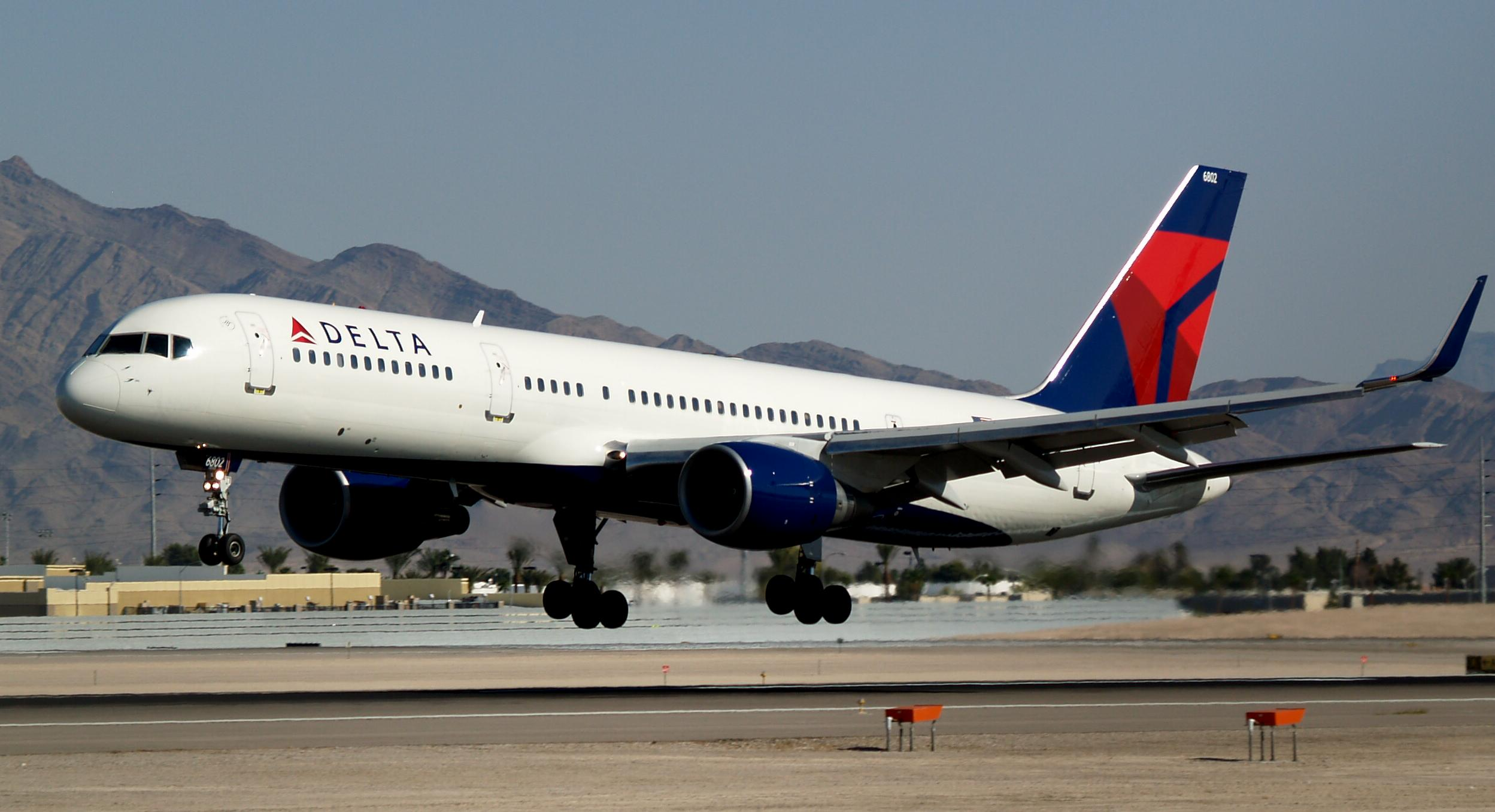 File Delta Air Lines New Livery Boeing 757 232 With Winglets N703tw
