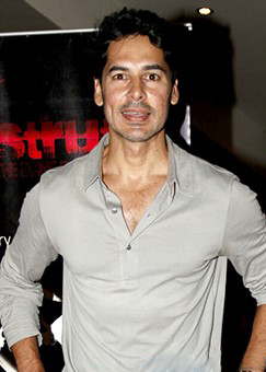 Dino Morea snapped at Strut Dance Academy event.jpg