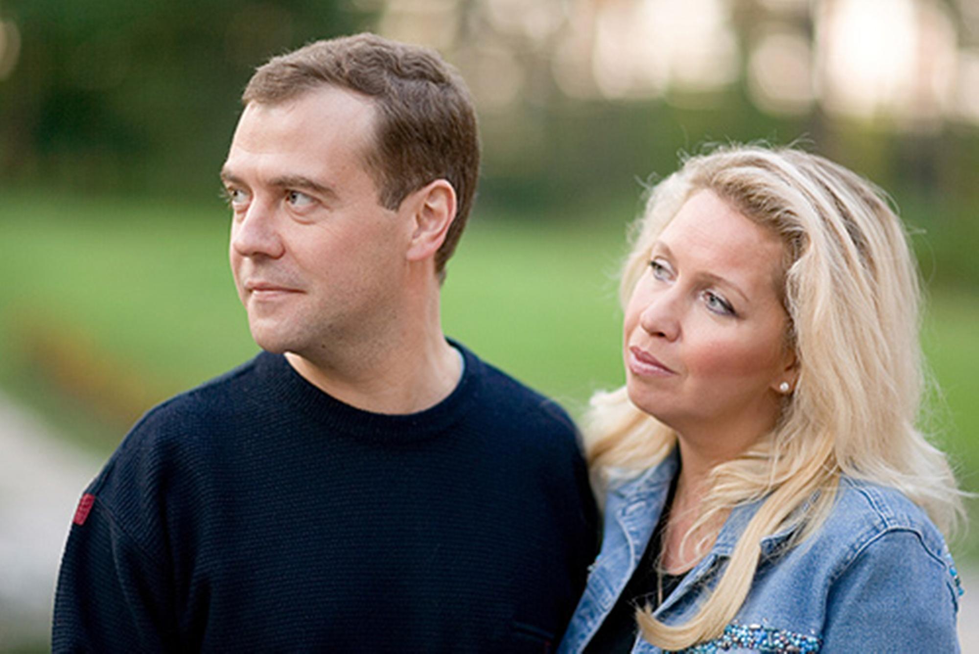 Супруга русского премьера поведала огрядущей серебряной свадьбе