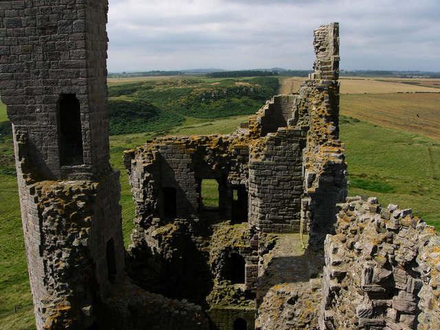 Dunstanburgh Castle - geograph.org.uk - 926555