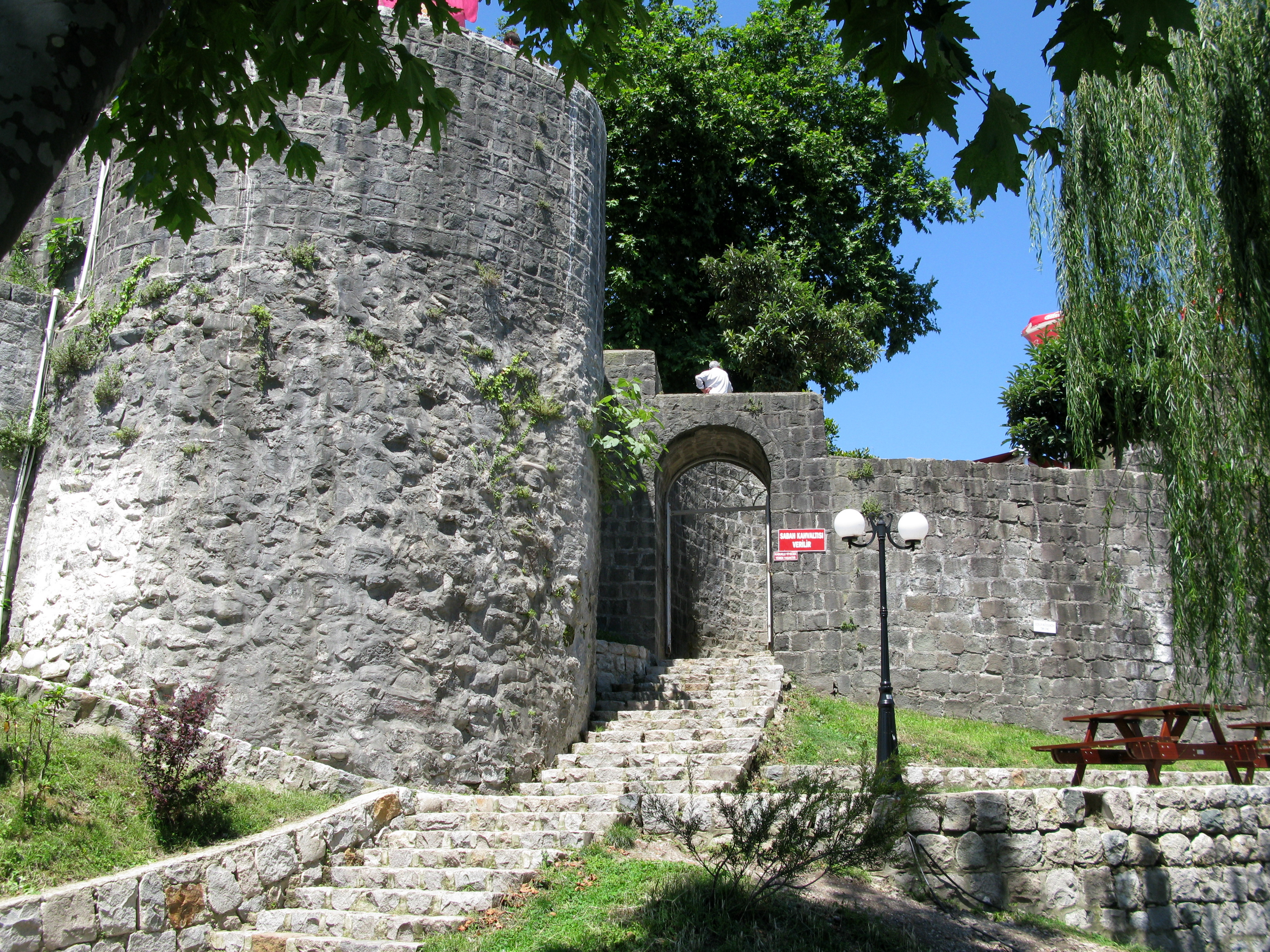 Rize Turkey  City pictures : ... :Entrance of the Castle of Rize, Rize, Turkey Wikimedia Commons