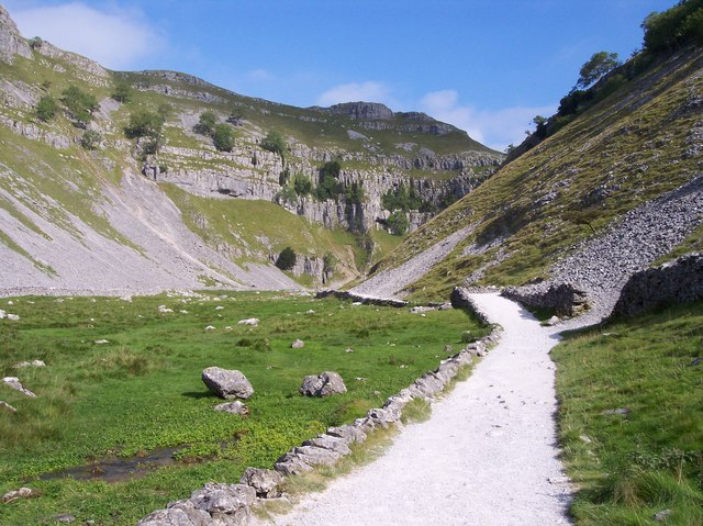 Entrance to Gordale Scar - geograph.org.uk - 707075