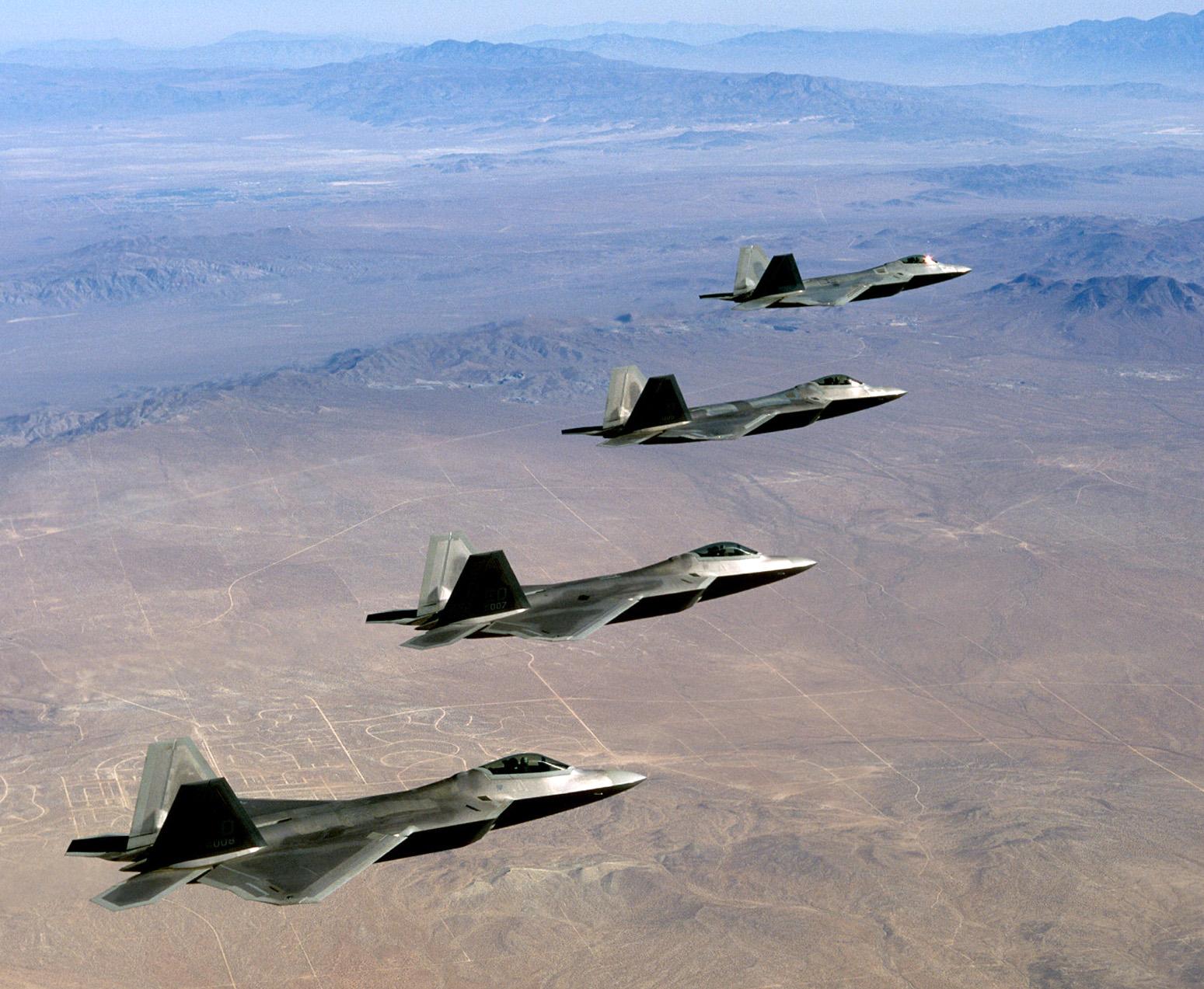 F-22_Raptor_formation_over_Mojave_-_030915-F-0000J-011.jpg