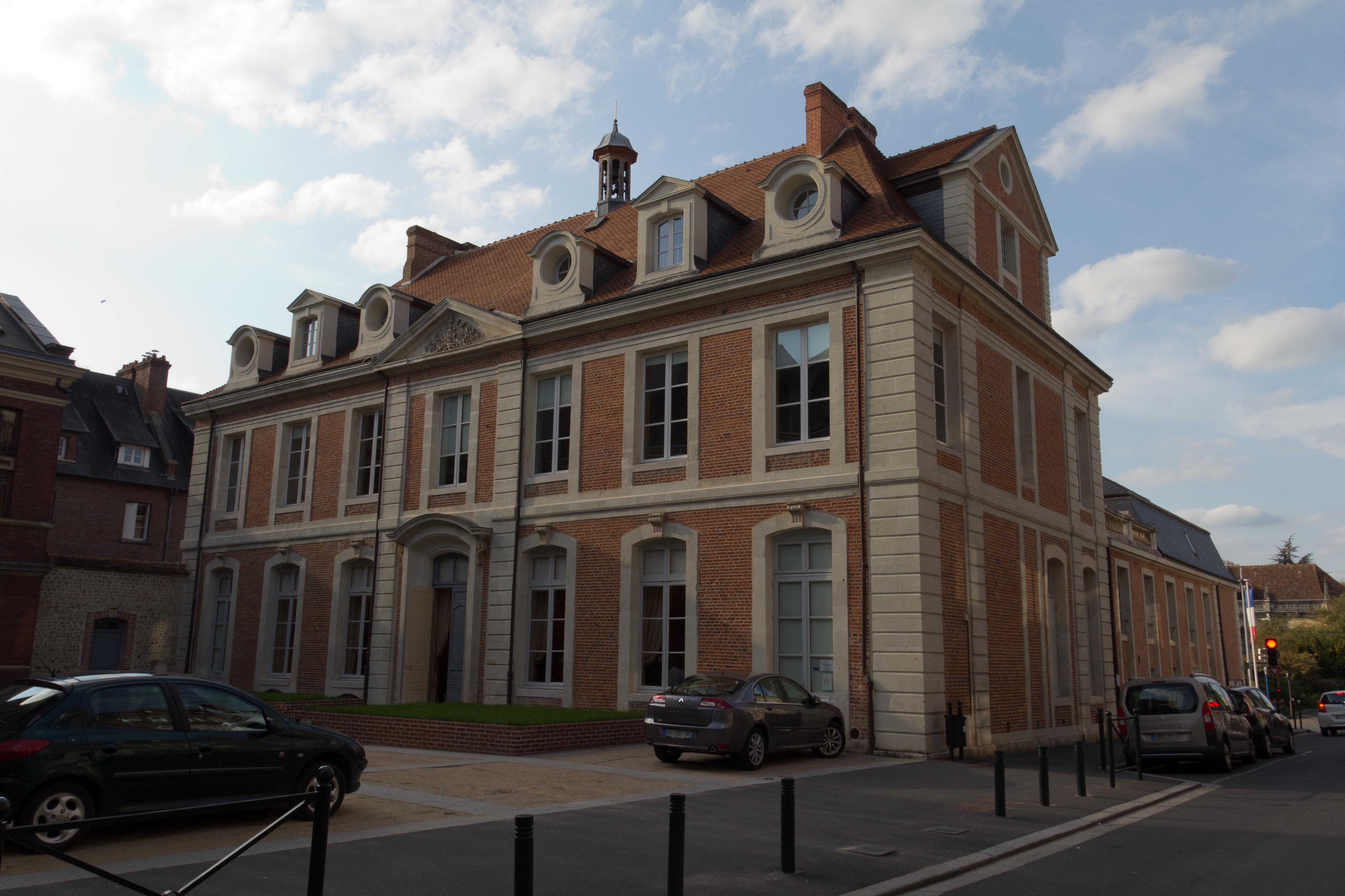 File fa ade post rieure de l 39 h tel de ville lisieux for Piscine lisieux