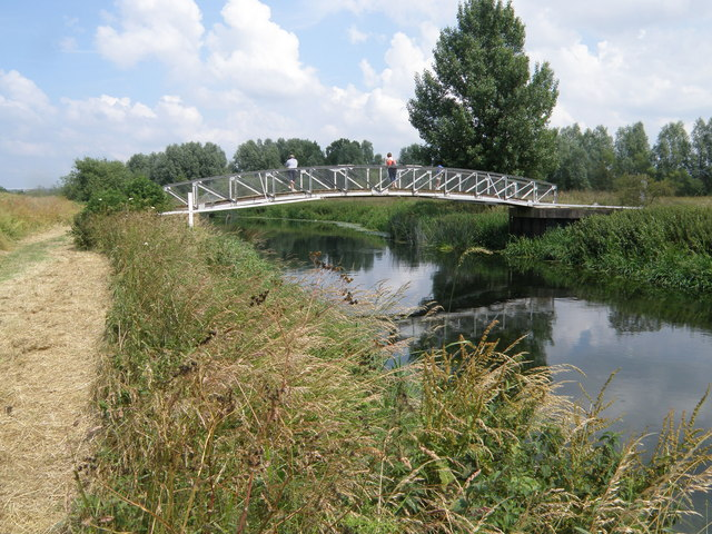 Footbridge into Stanwick Lakes Country Park - geograph.org.uk - 1382105