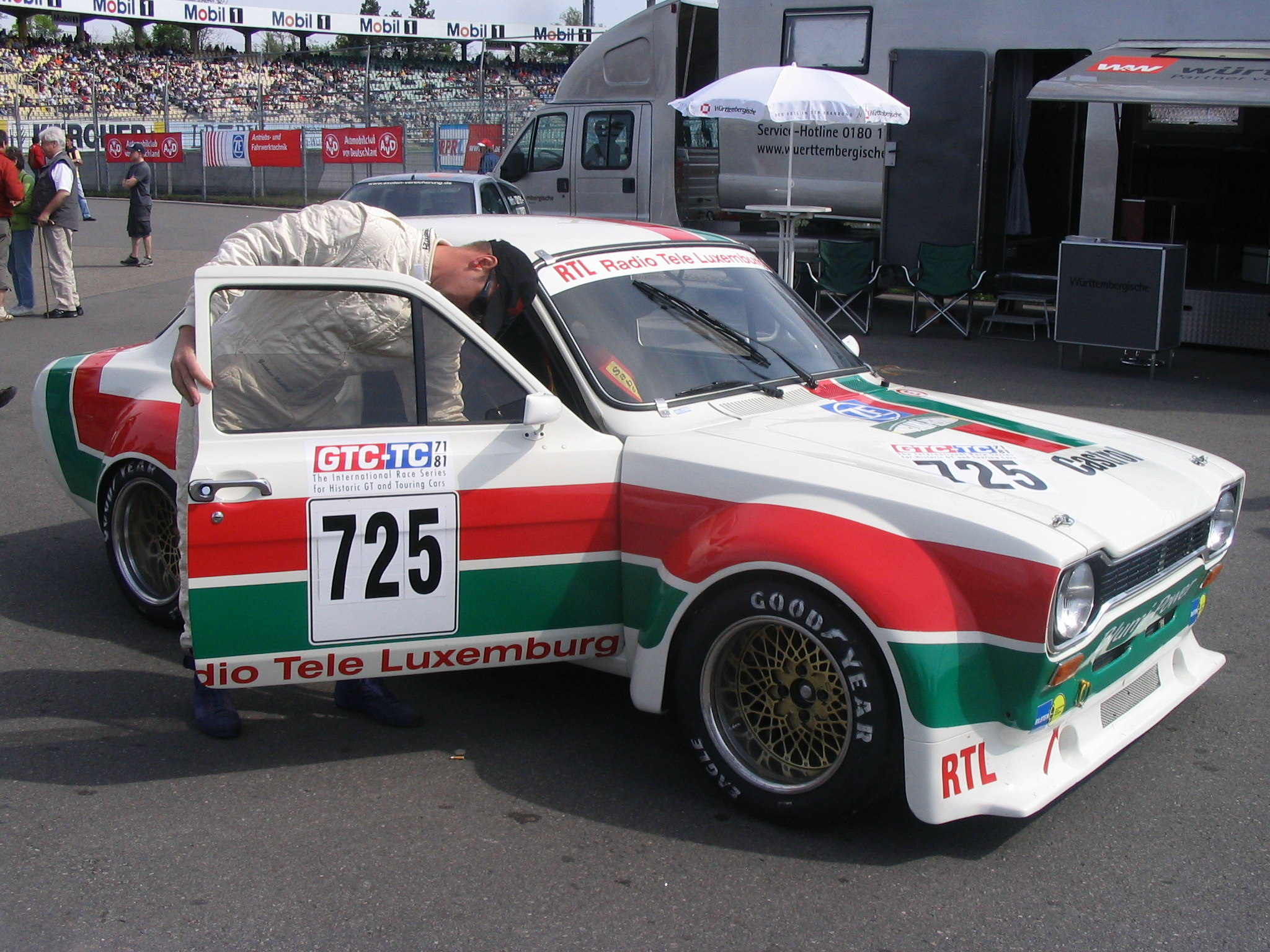 http://upload.wikimedia.org/wikipedia/commons/c/cb/Ford_Escort_RS_1600.jpg