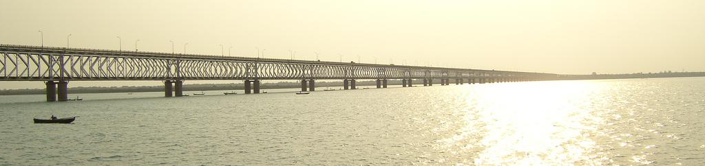 De Godavari Bridge