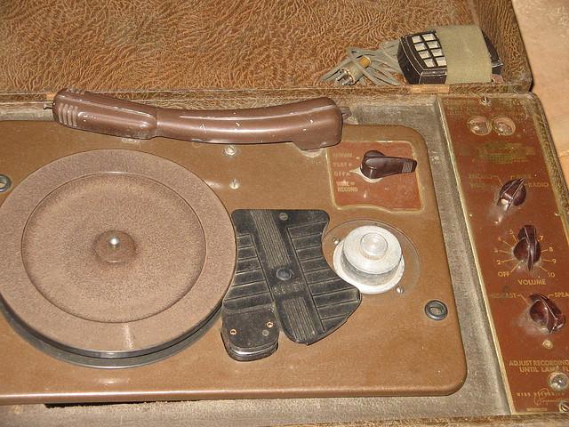 Grabador de alambre con tocadiscos foto color