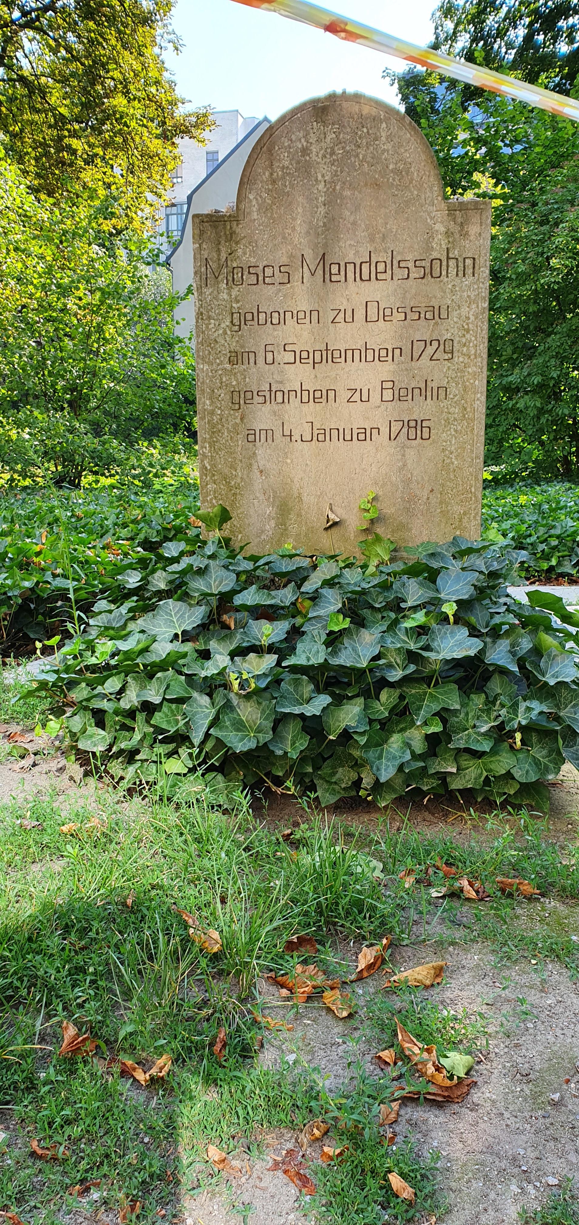 File:Grave of Moses Mendelssohn-Jewish cemetery Berlin.jpg