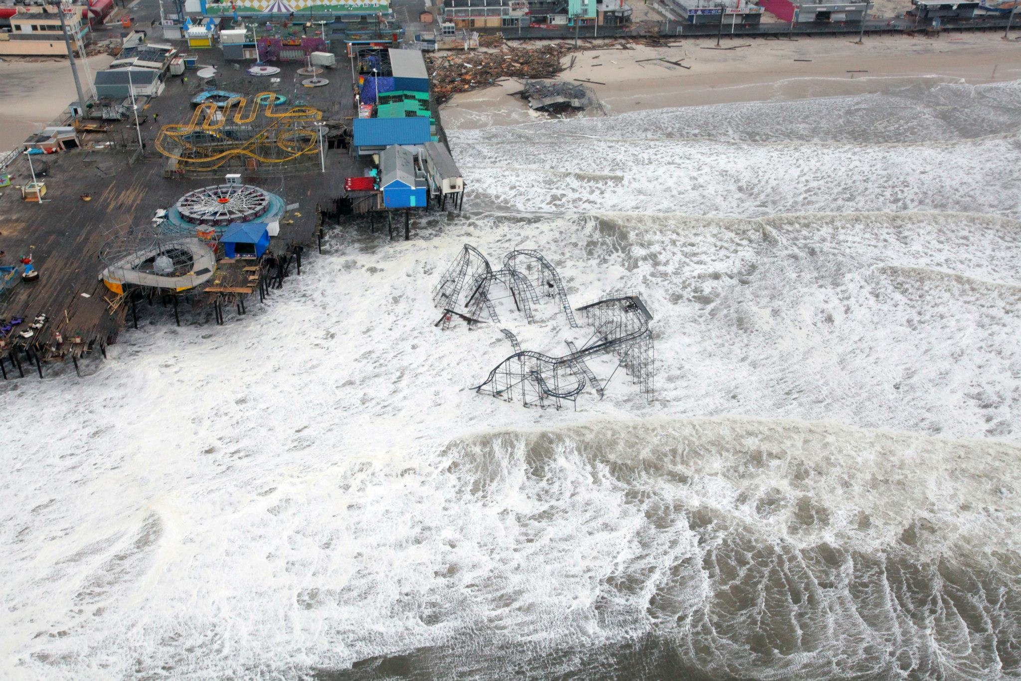 Description Hurricane Sandy New Jersey Pier.jpg