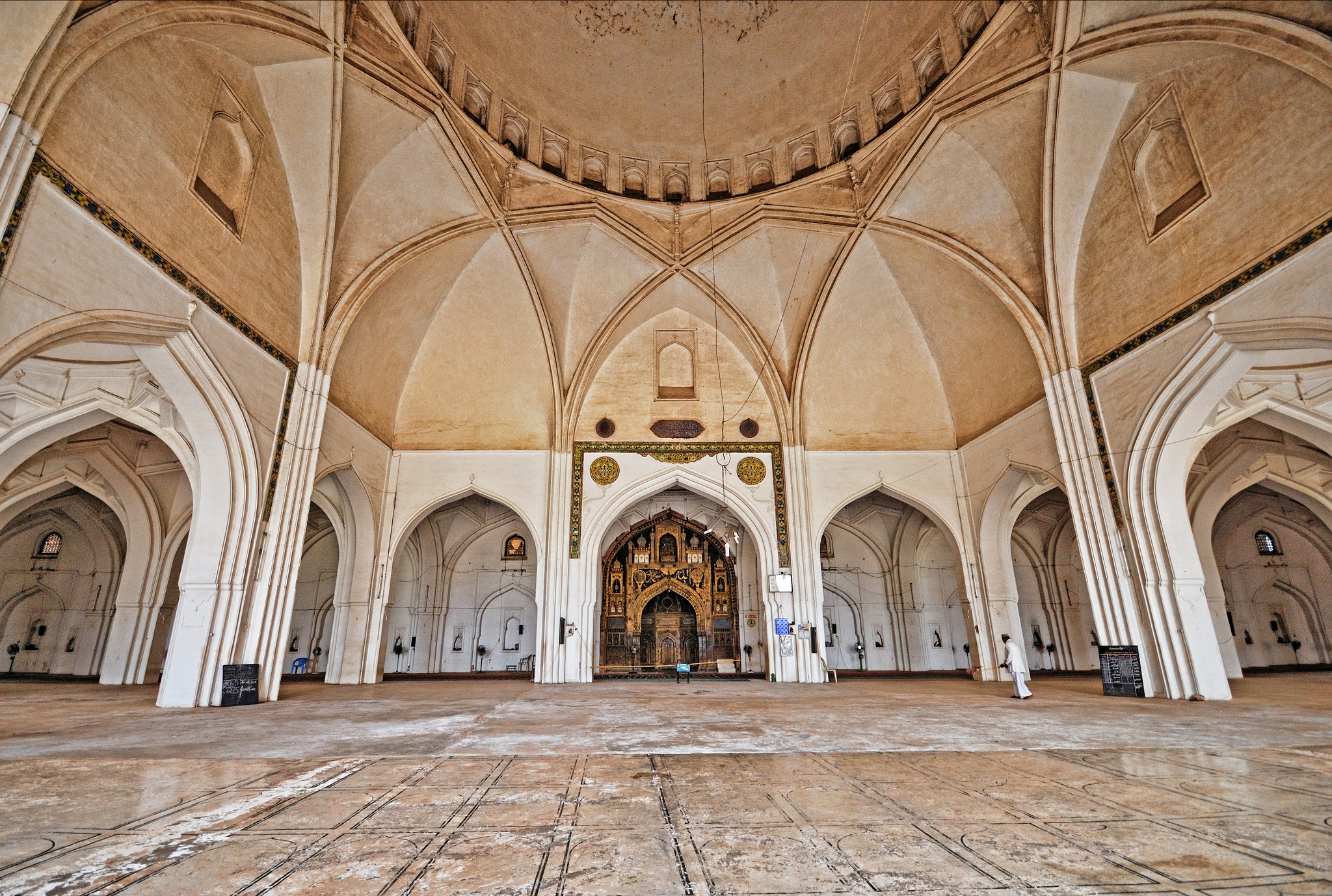File inside jama masjid bijapur for Interior design wikipedia